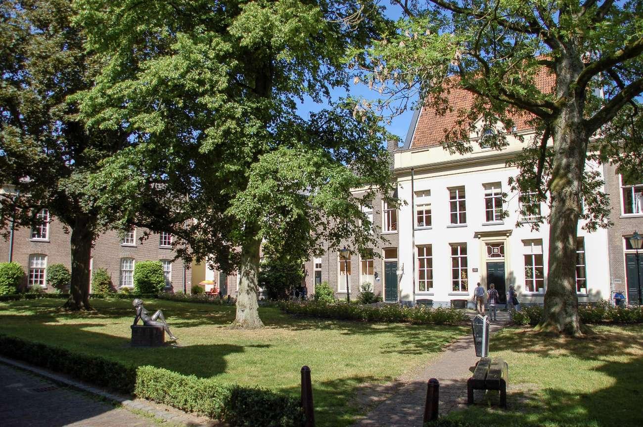 Ein Hofje in der Hansestadt Zutphen an der Ijssel