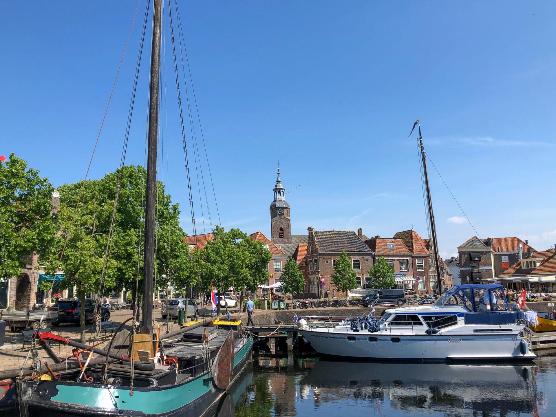 Der Hafen von Blokzijl in der Nähe von Giethoorn in den Niederlanden