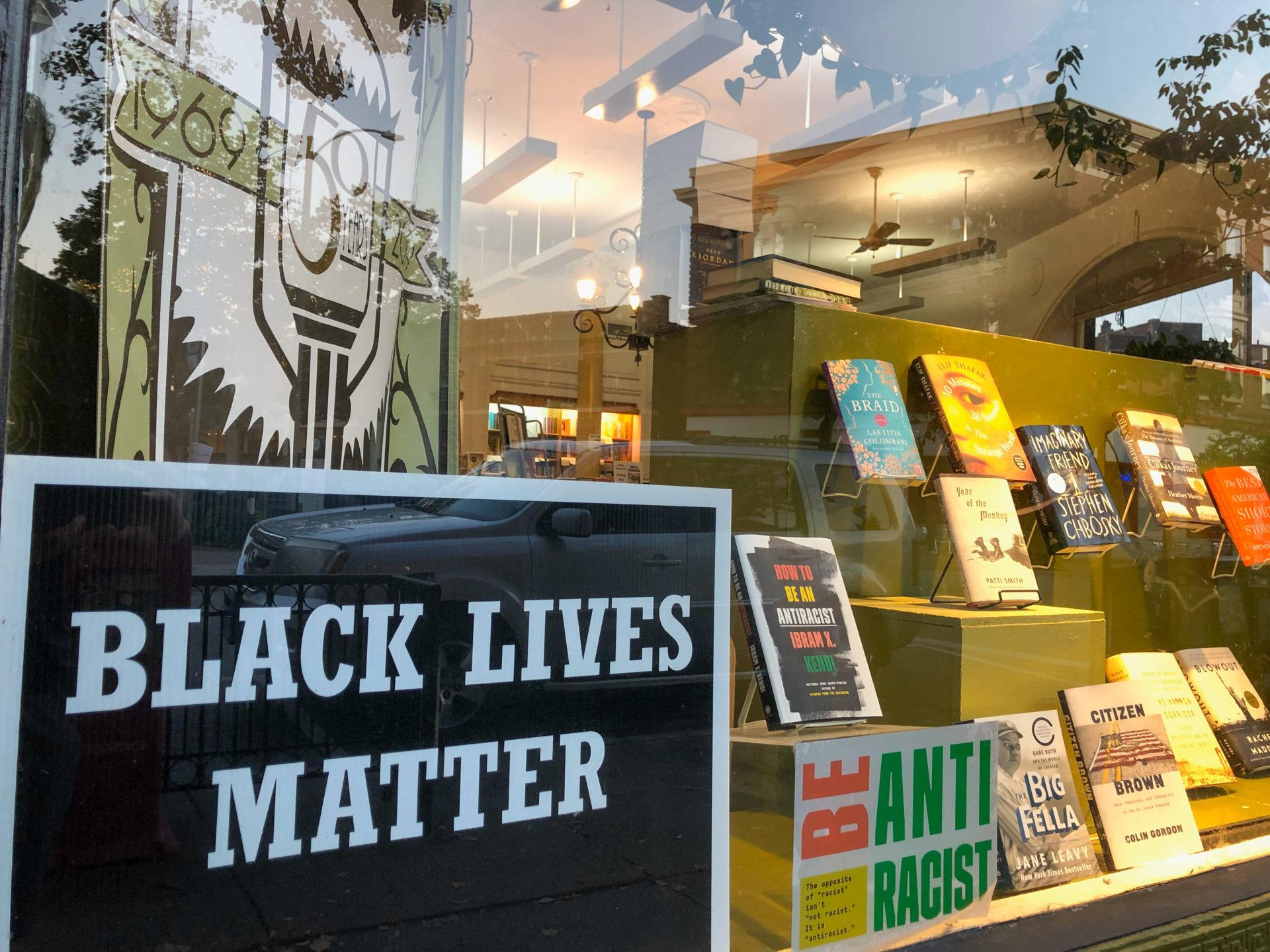 Die Buchhandlung in Central Park West in Saint Louis befasst sich mit den literarischen Facetten der Black Lives Matter Bewegung