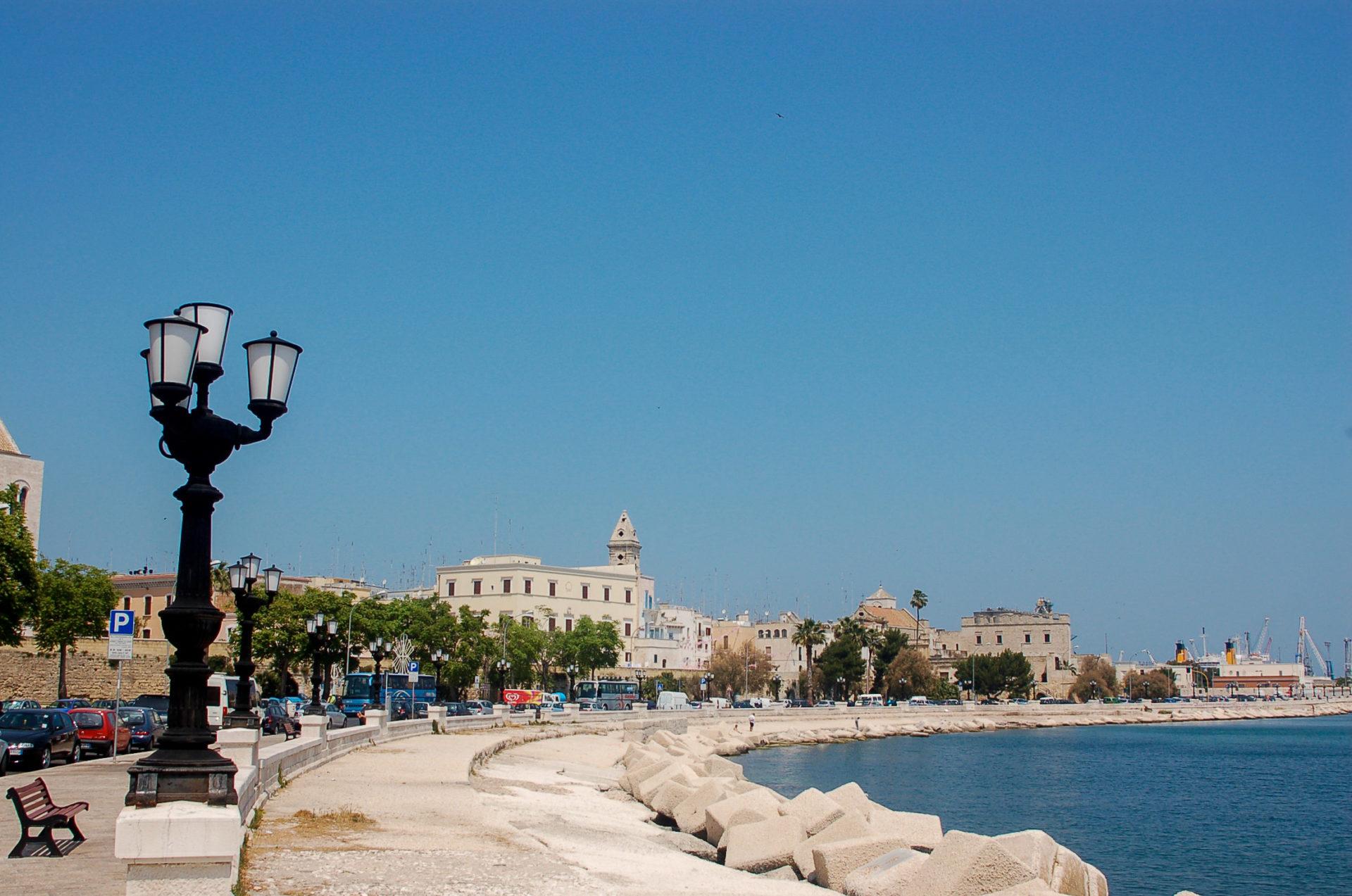 Die Uferpromenade von Bari in Apulien ist gut geeignet für ein Gläschen Primitivo
