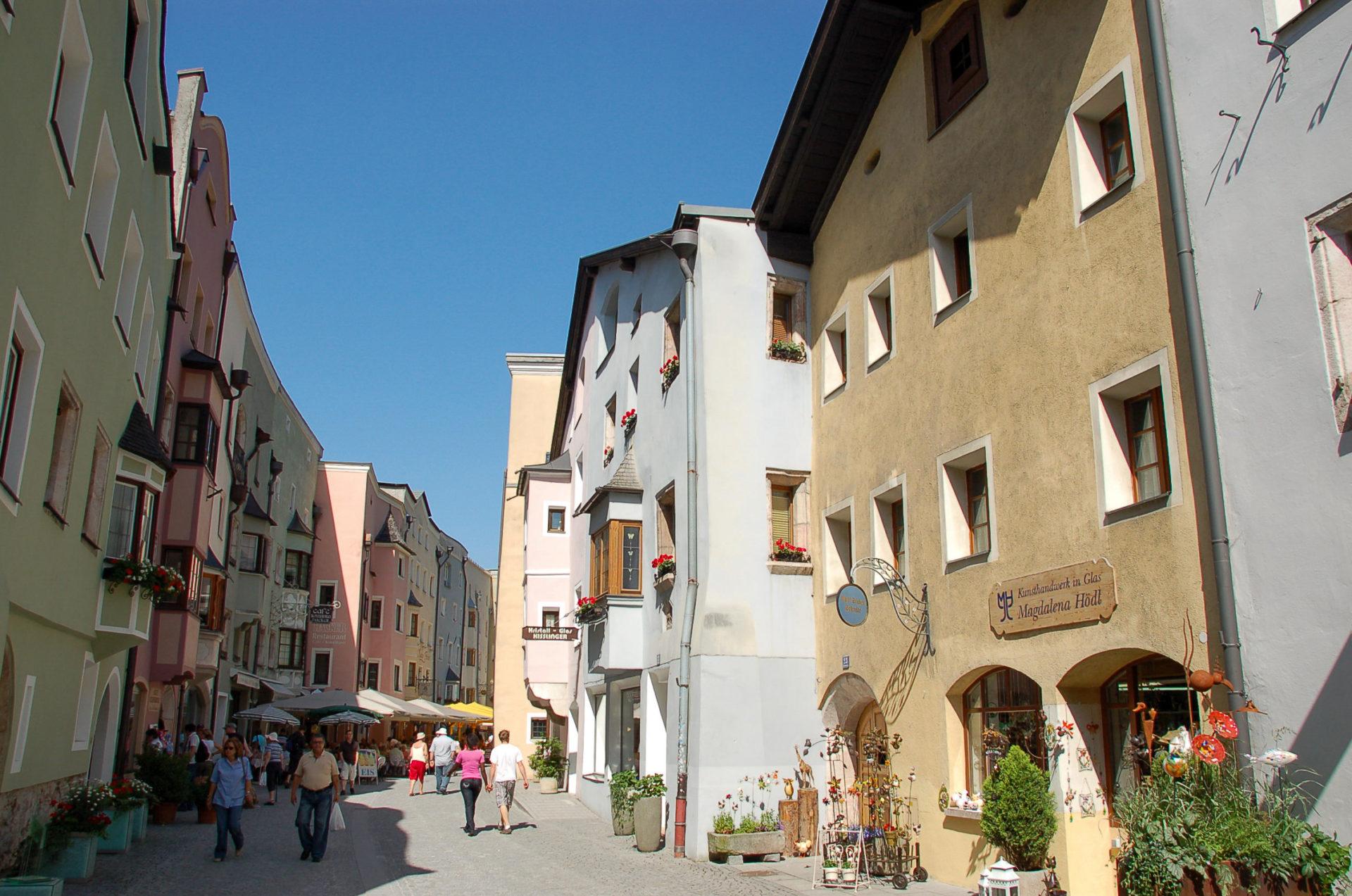 Die Fußgängerzone von Rattenberg in Tirol