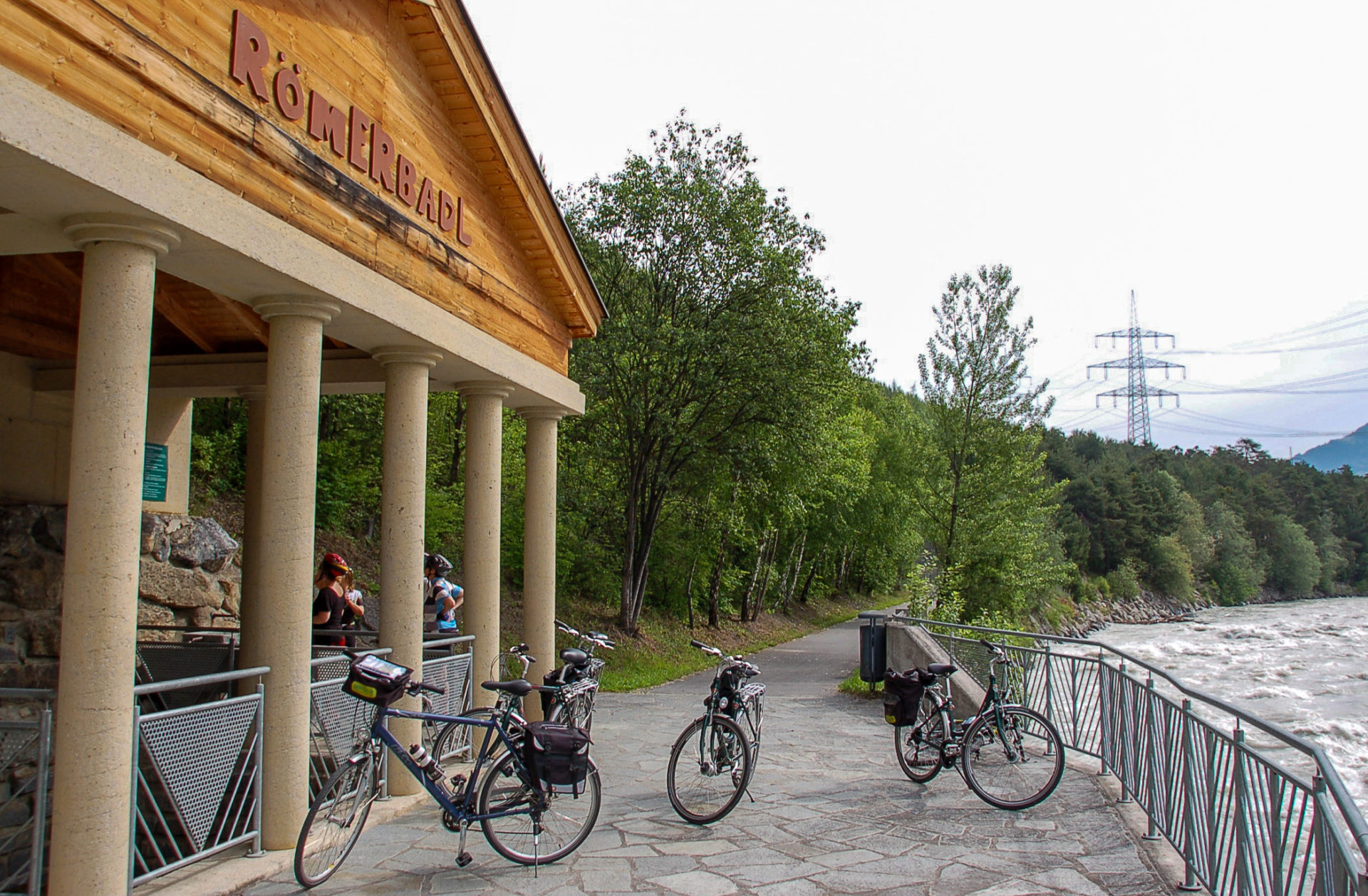 Das Römerbadl am Inn ist ein Kneippbad, das ideal ist während einer Radtour auf dem Innradweg in Tirol