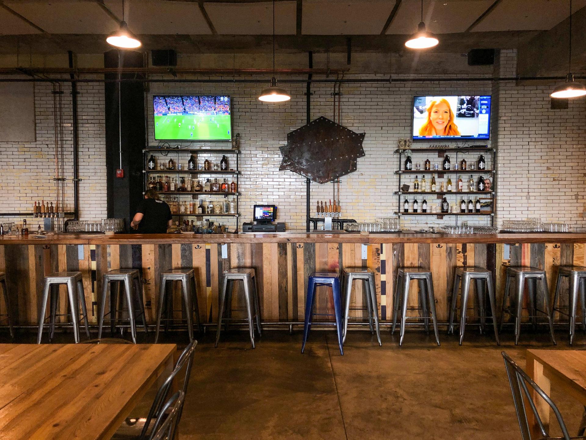 Die Bar der Old Bakey Beer Factory in Alton