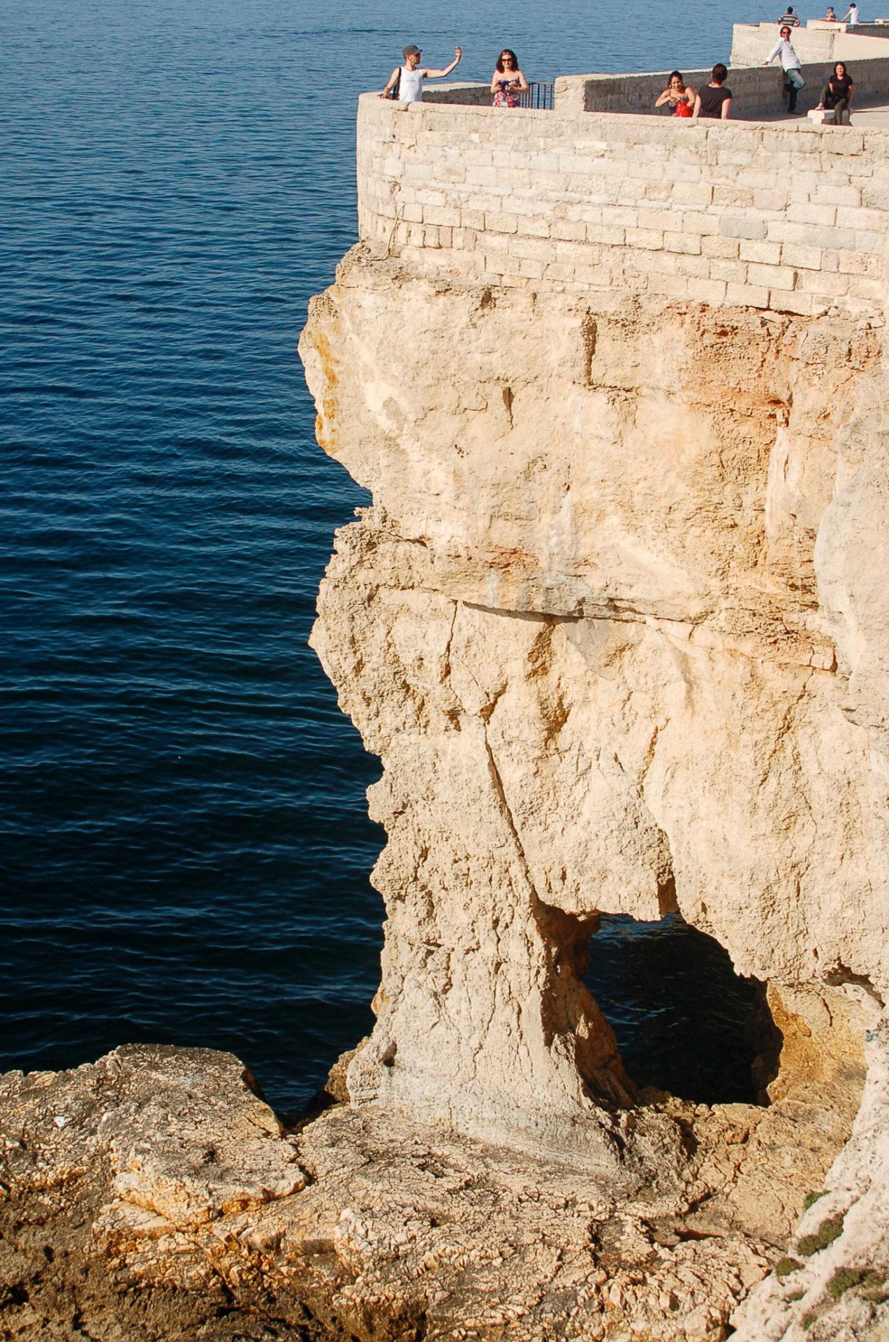 Neben den Trulli von Alberobello gehört die Steilküste von Poignano zu den größten Attraktionen Apuliens