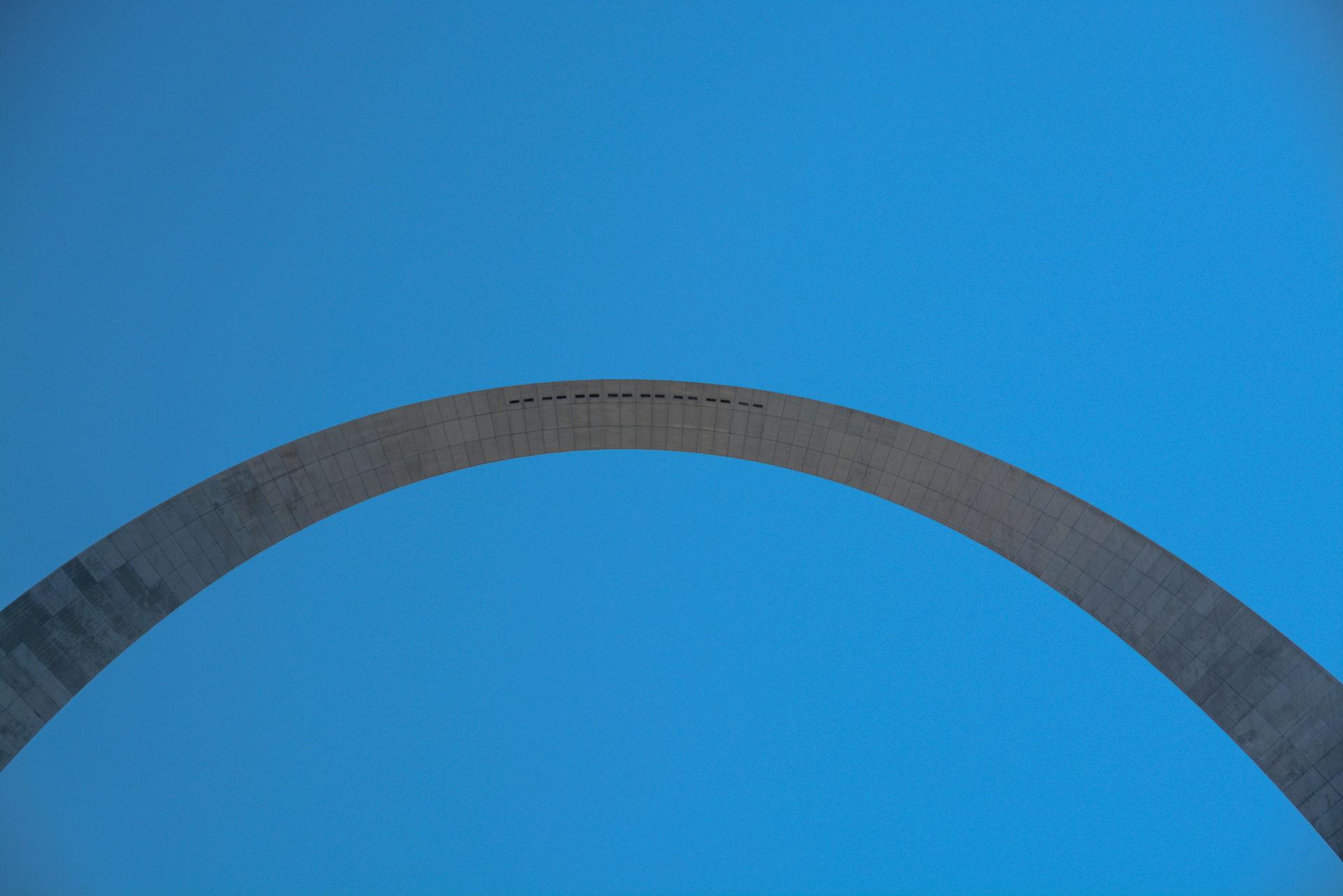 Fensterscheiben im Gateway Arch, einer Ikone des Midcentury Modern
