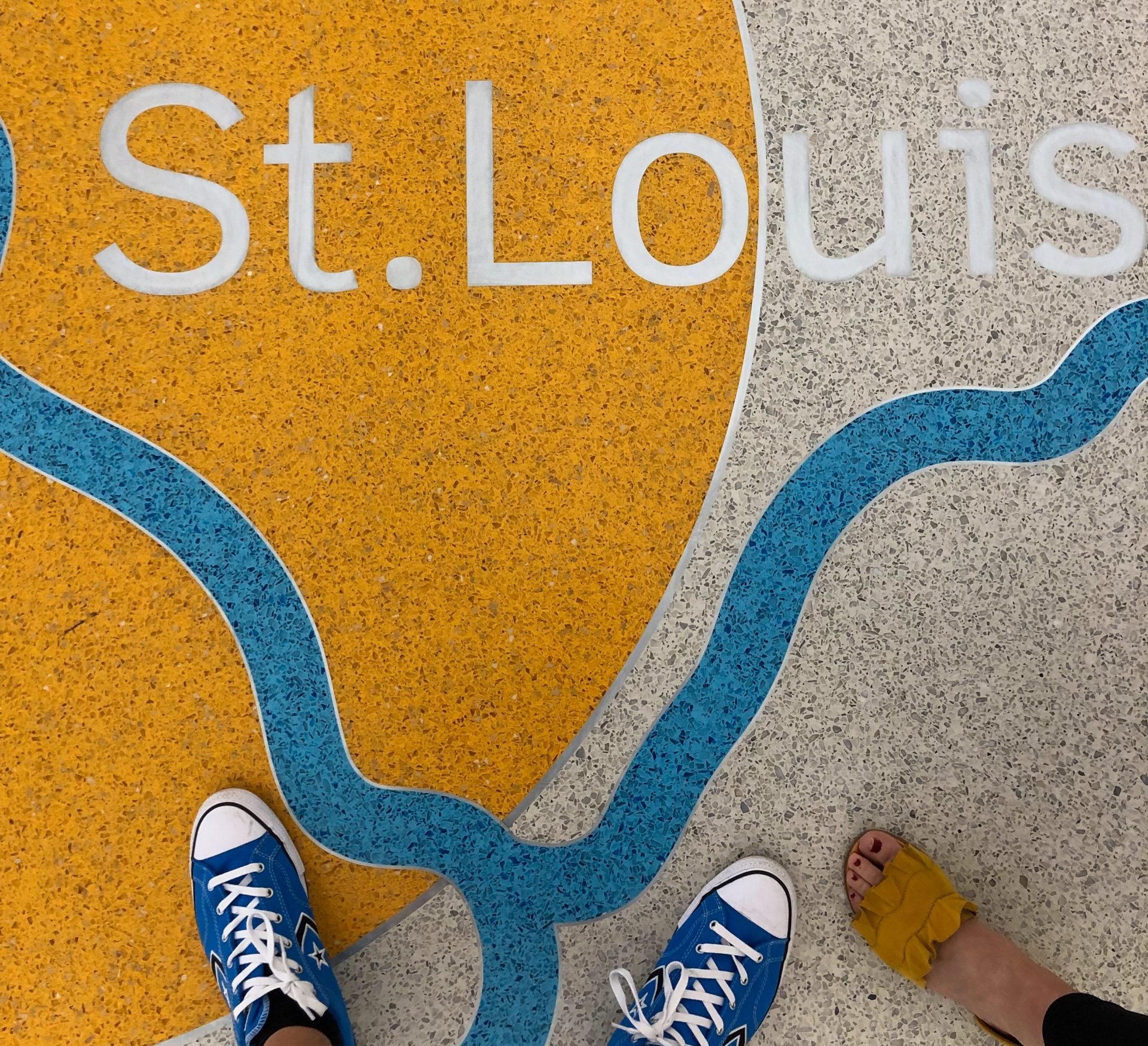 From where I stand: Mosaik mit dem Schriftzug der Stadt Saint Louis im US-Bundesstadt Missouri