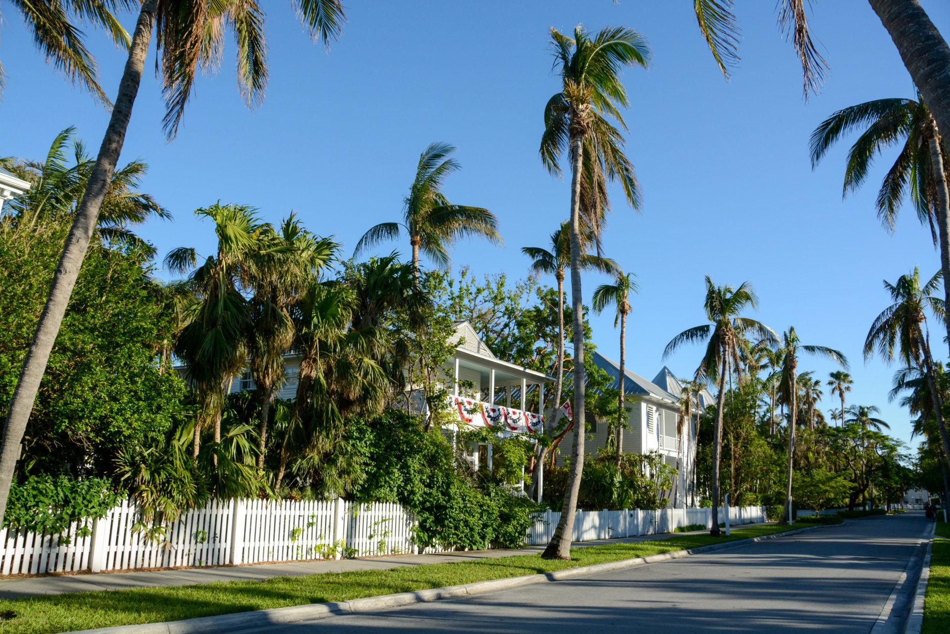 Ein Villenviertel auf Key West gehört zum Parcours der Fahrradtour durch Key West
