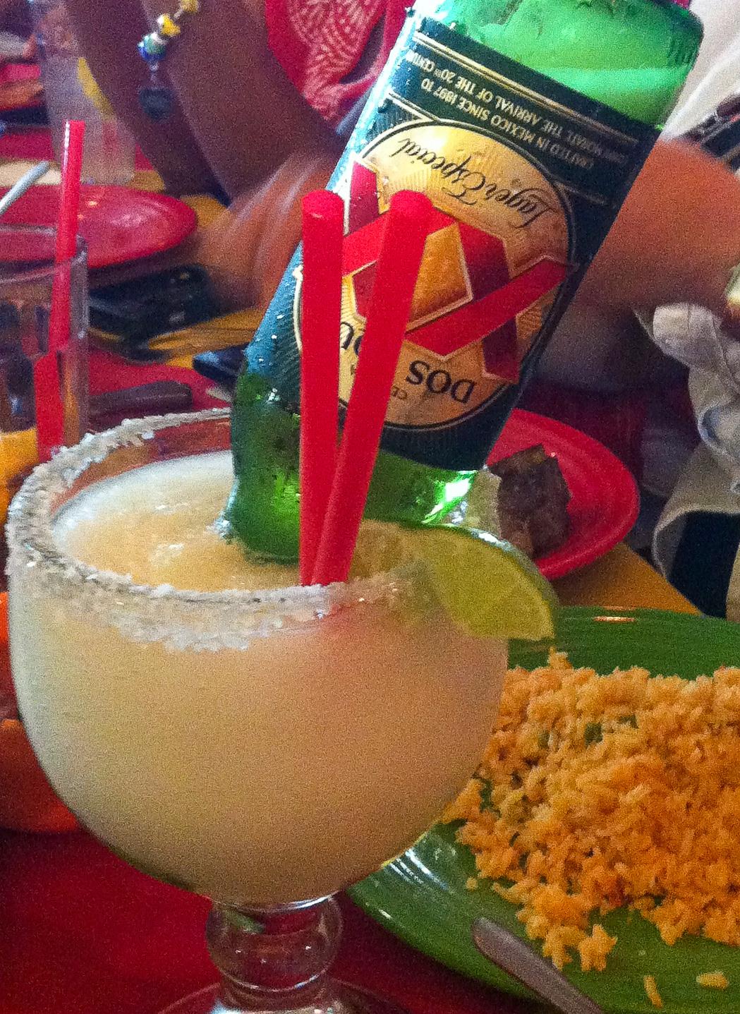 Die Dosarita trinkt man in San Antonio in Texas schon zum Frühstück, es handelt sich um eine Margarite mit einer Flasche Dos Equis drin