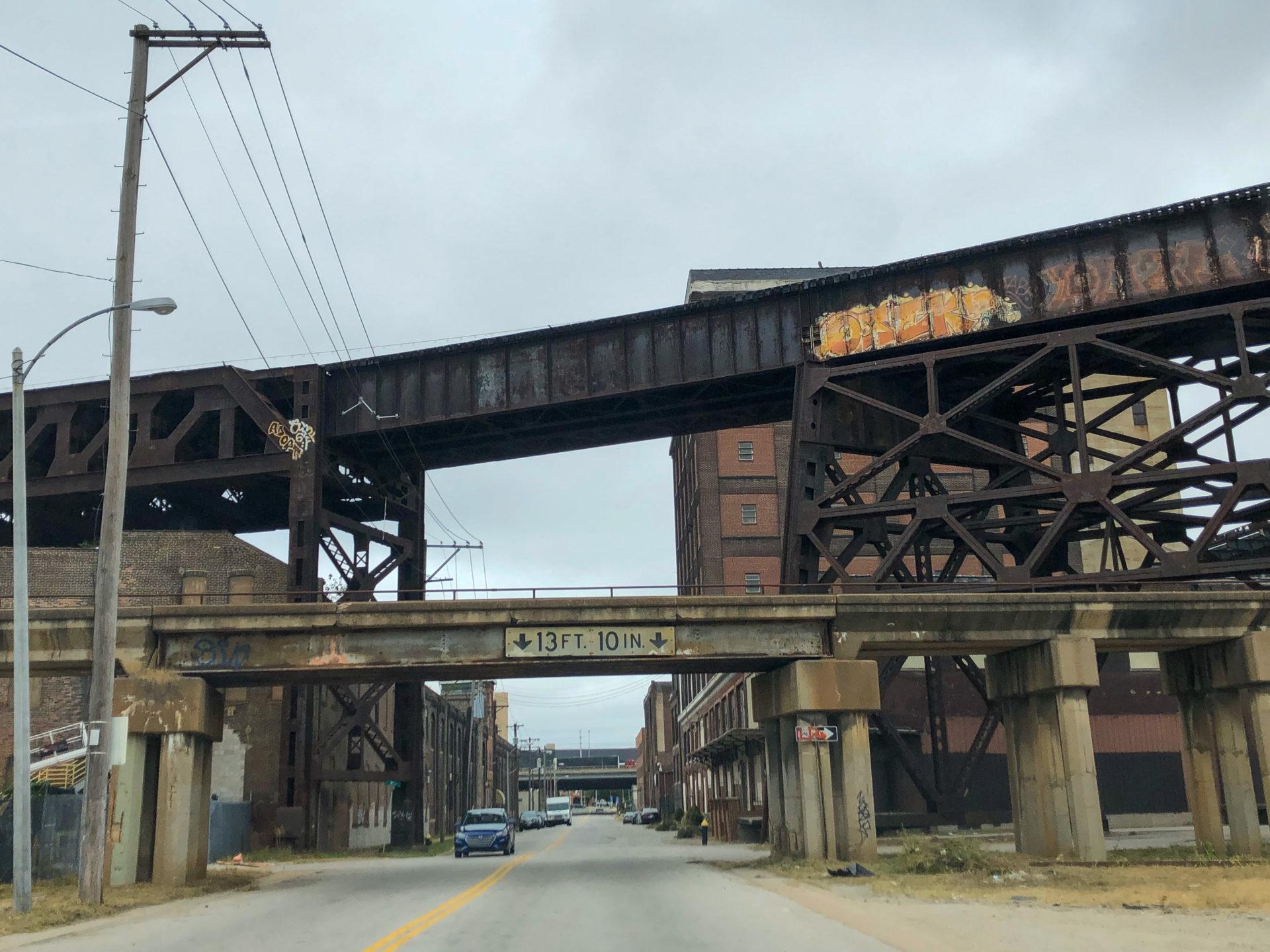 Verrostete Eisenbahnbrücke an der Route 66 in Saint Louis