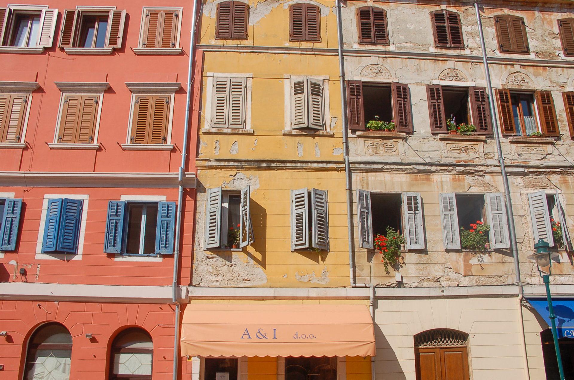 Bunte Häuserfasseden im romantischen Rovinj