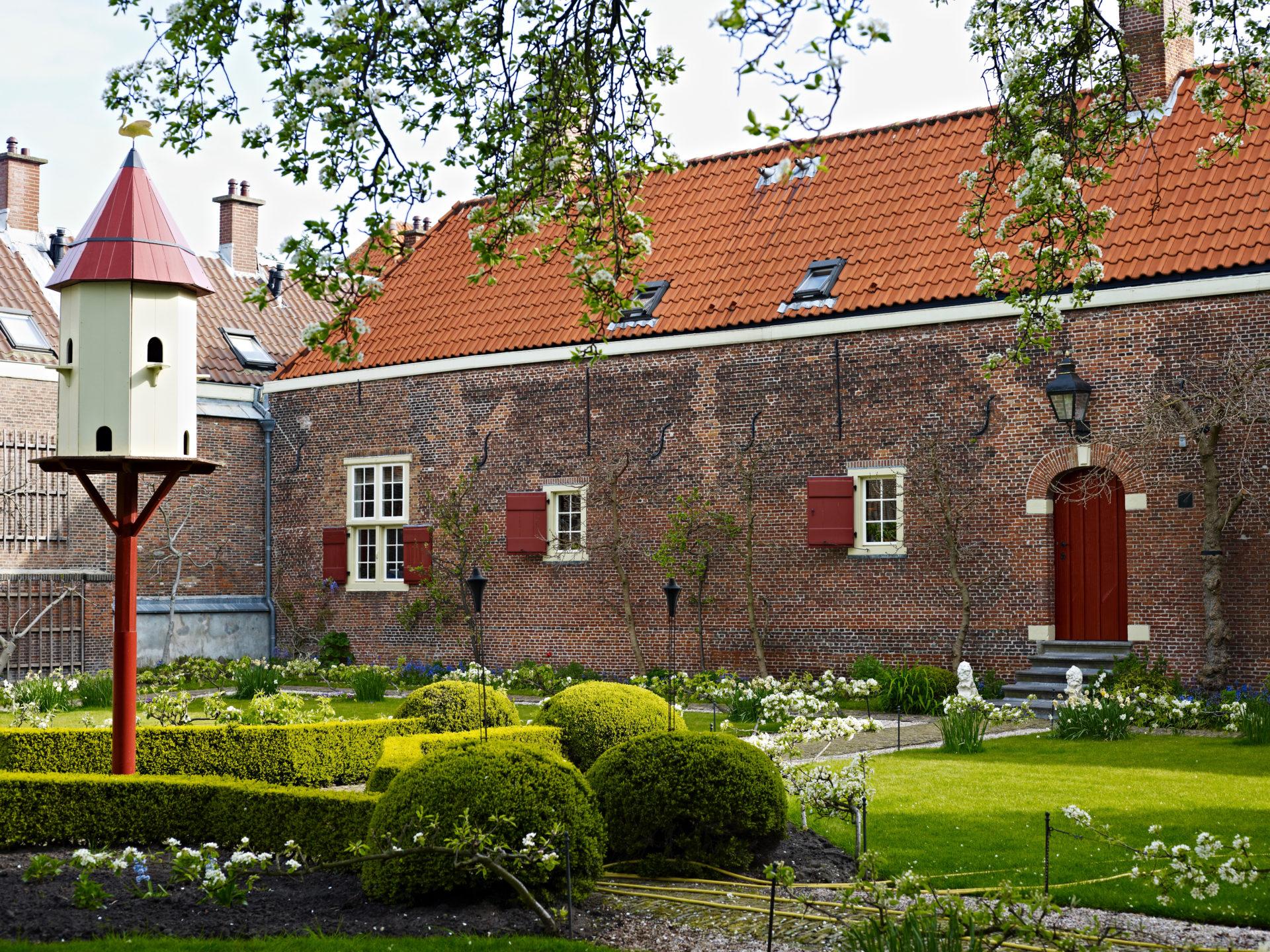 Ein Hofje in Den Haag. Die malerischen Anwesen waren die Sozialwohnungen der Vergangenheit