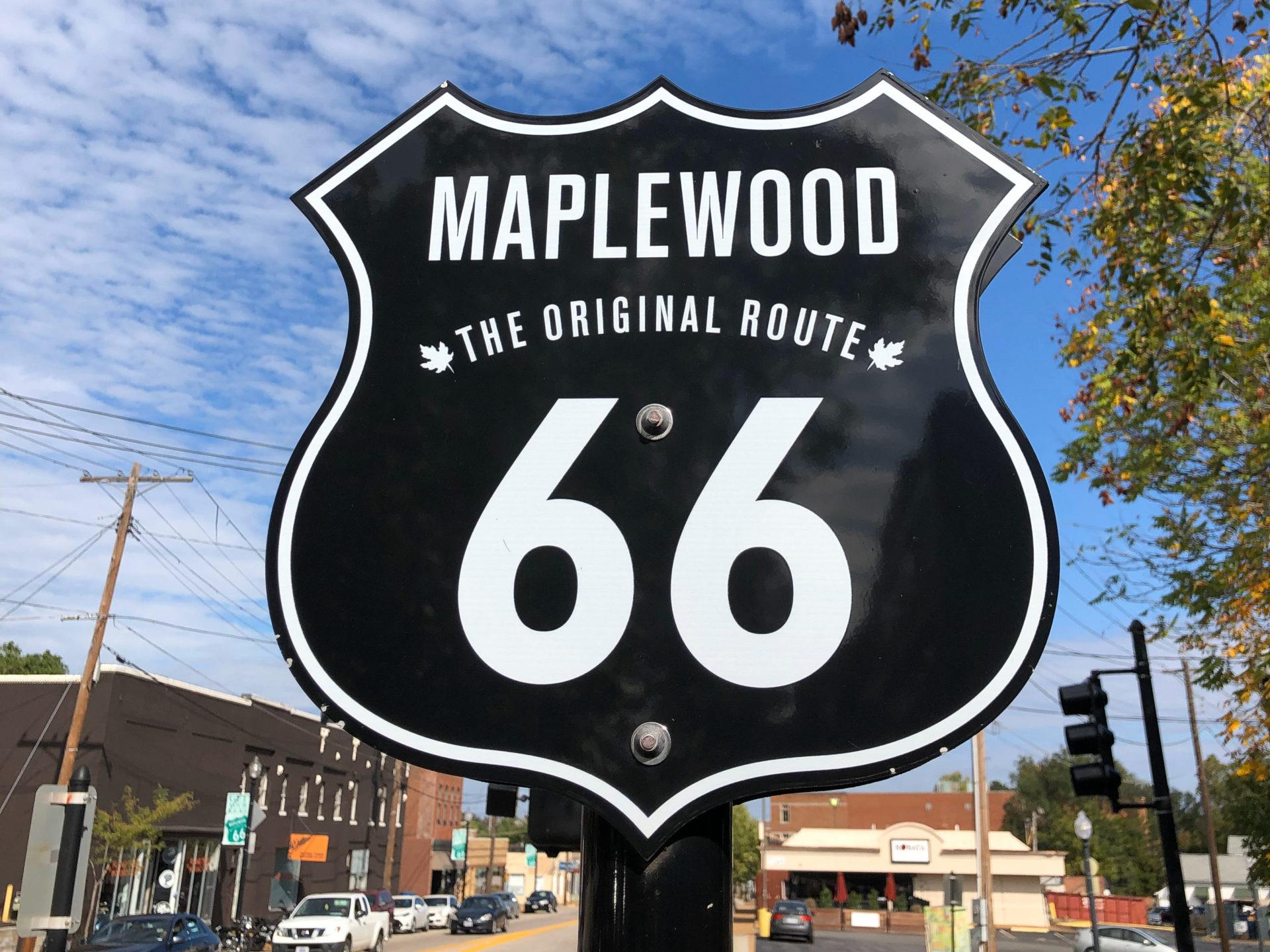 Schild der Route 66 im Stadtteil Maplewood in Saint Louis im US-Bundesstaat Missouri