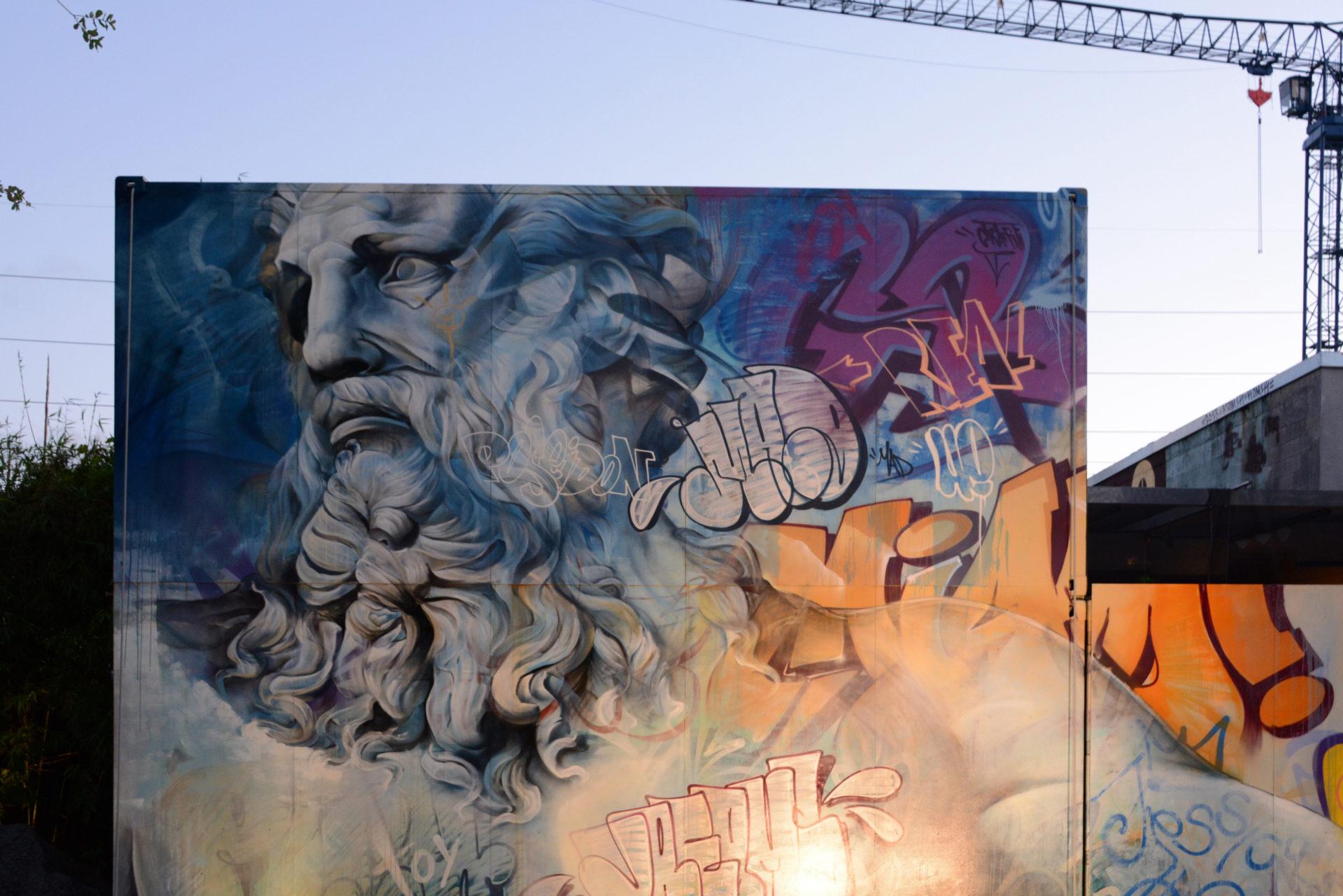 Street Art mit Noastradamus im Abendhimmel von Wynwood in Miami