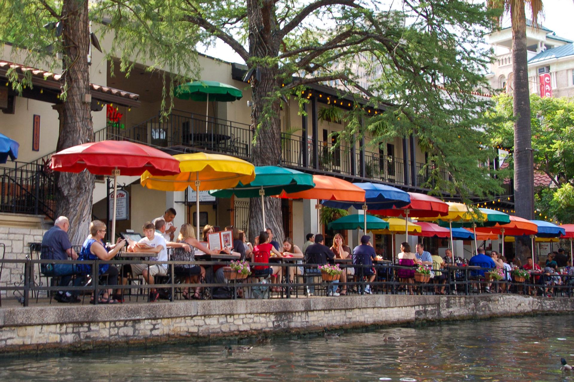 Restaurant am Riverwalk von San Antonio