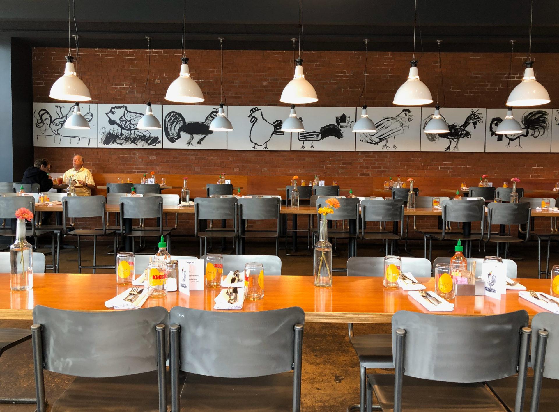 Das moderne Restaurant Rooster in Saint Louis serviert Leckereien in Bio-Qualität.