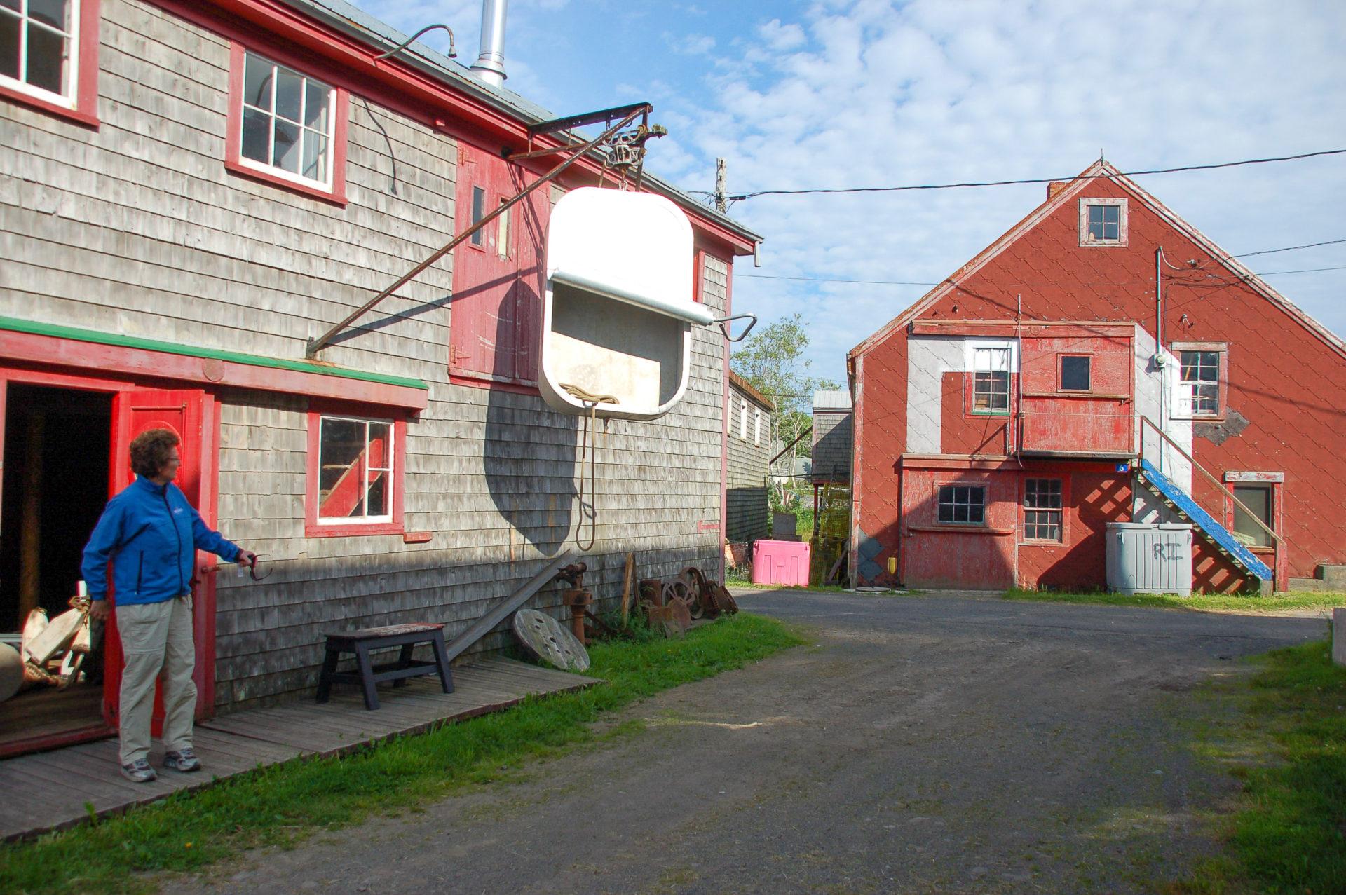 Eine Sardinenbüchse als Deko an einem Haus in New Brunswick