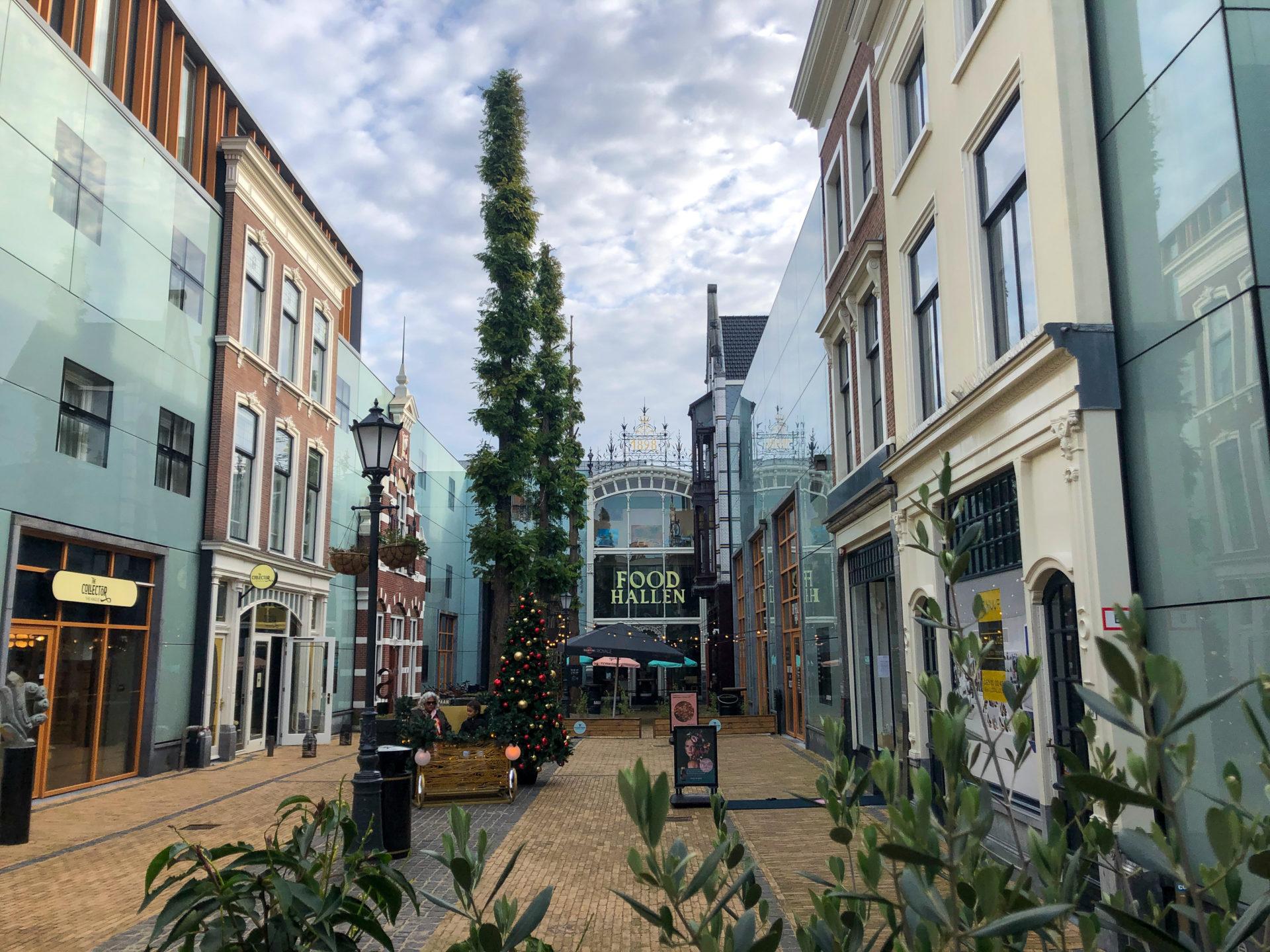 Shopping in Den Haag und Innenhöfe lassen sich im Haagse Blug miteinander verbinden