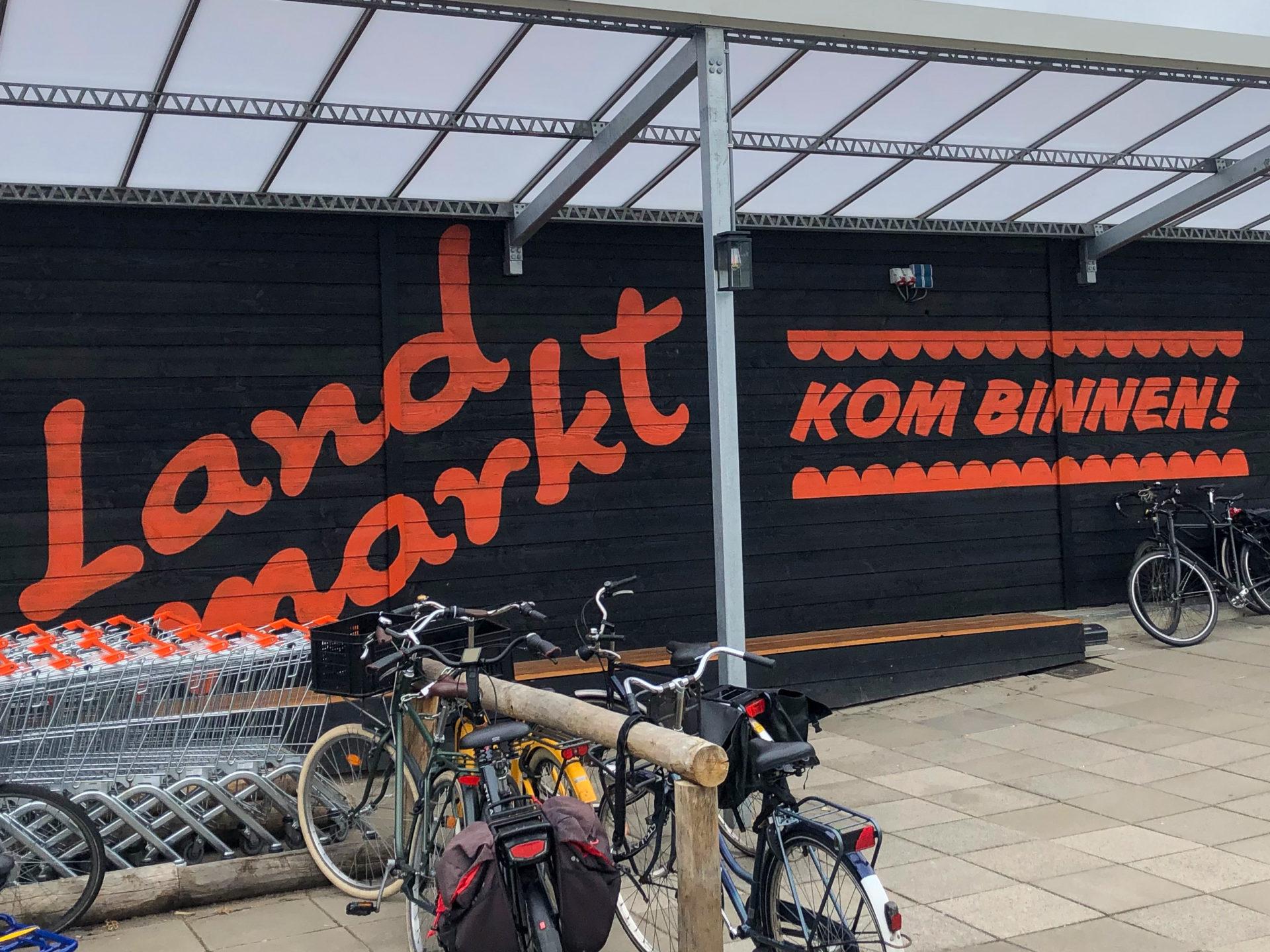 Der Supermarkt Landmarkt in Schellingwoude in Amsterdam Noord