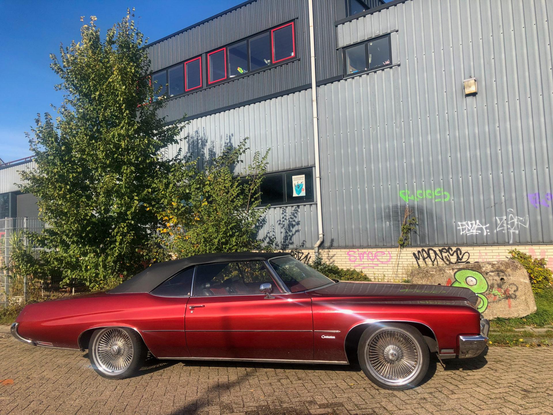 Vintage Buick Oldtimer im coolsten Viertel von Amsterdam