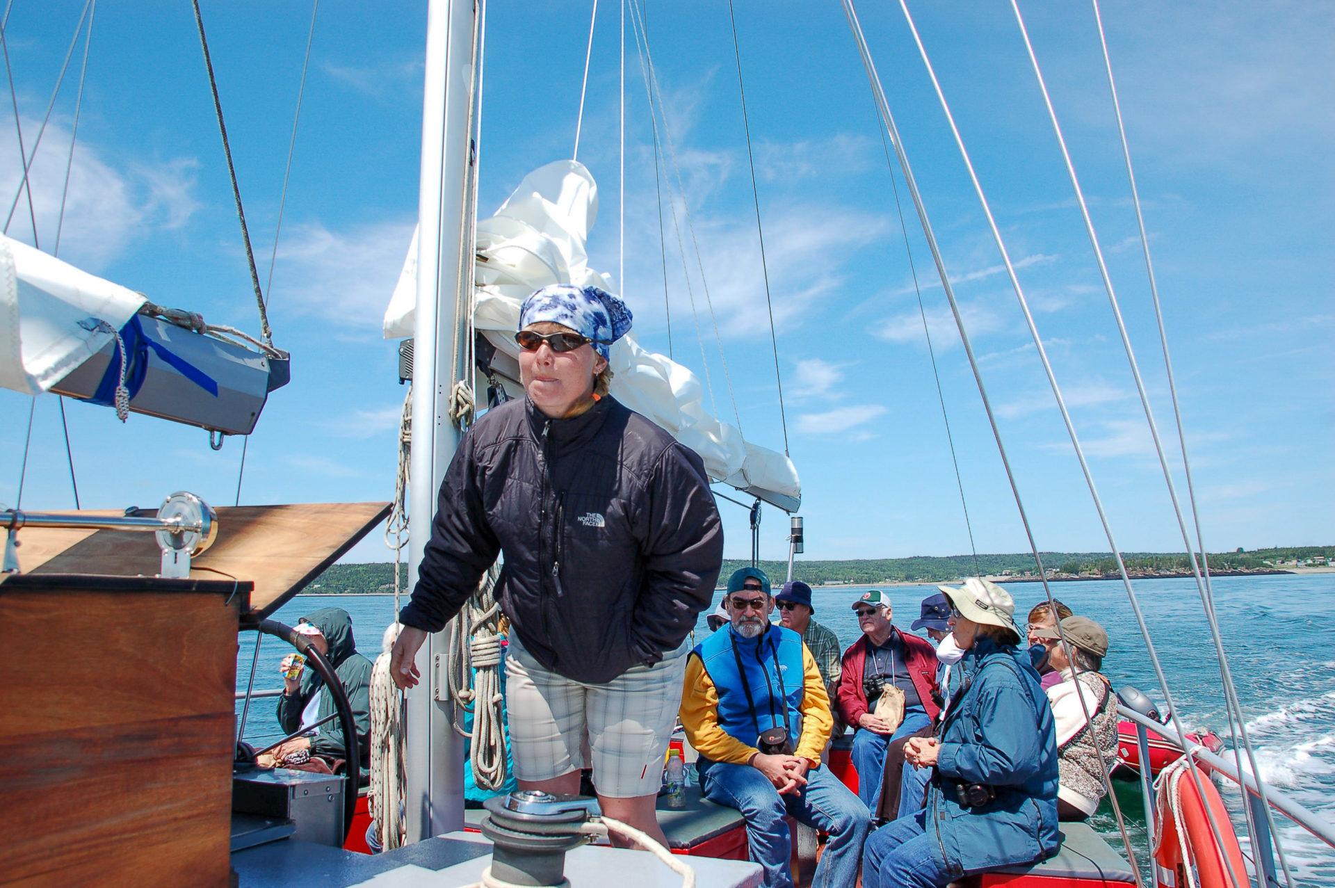 Captain Sarah kurz vor der ersten Sichtung eines Wales in der Bay of Fundy