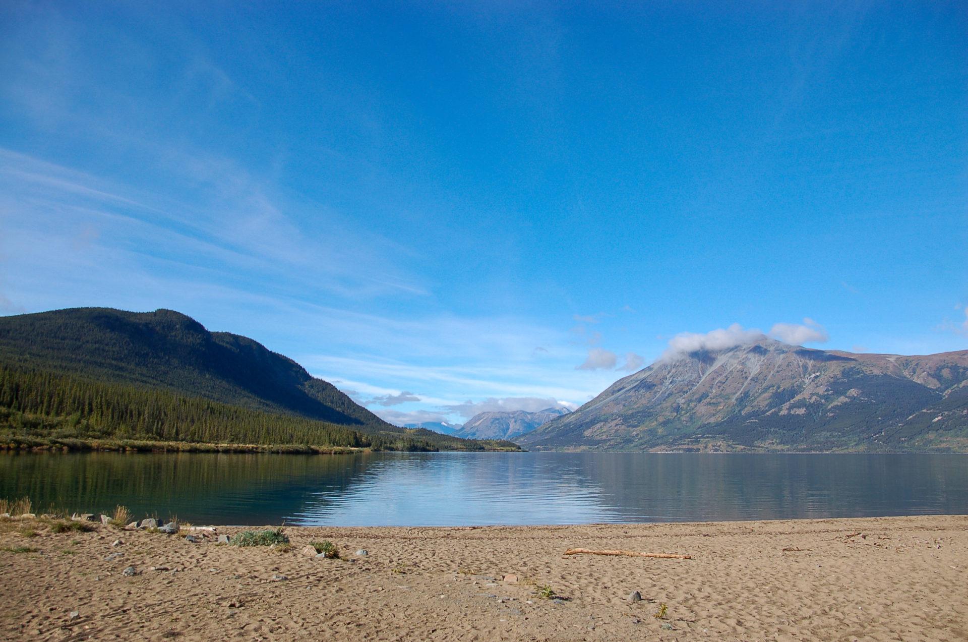 Bergsee im Yukon bei der kleinsten Wüste der Welt