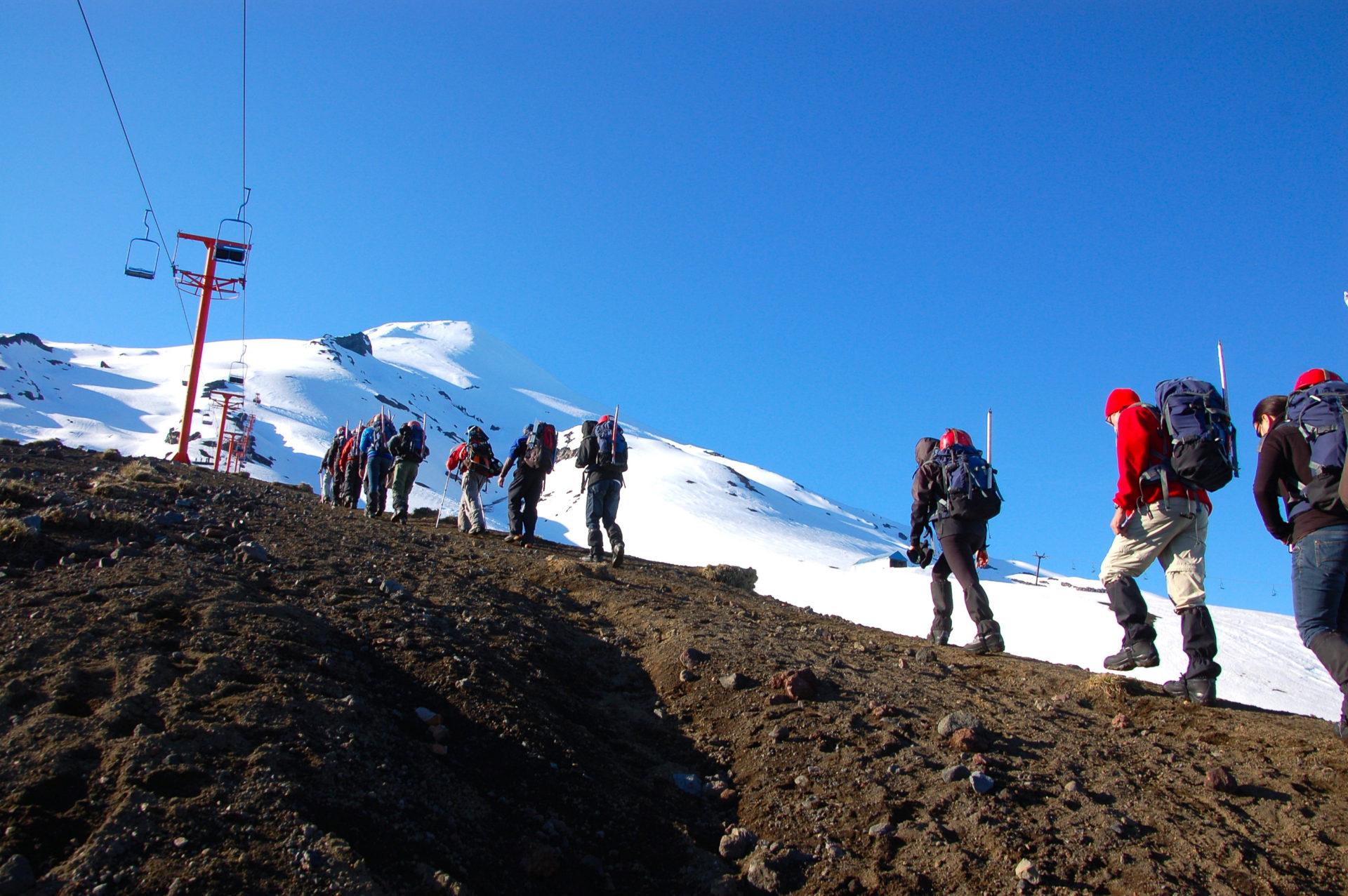 Langer Aufsteig zum Vulkan Villarrica in Patagonien