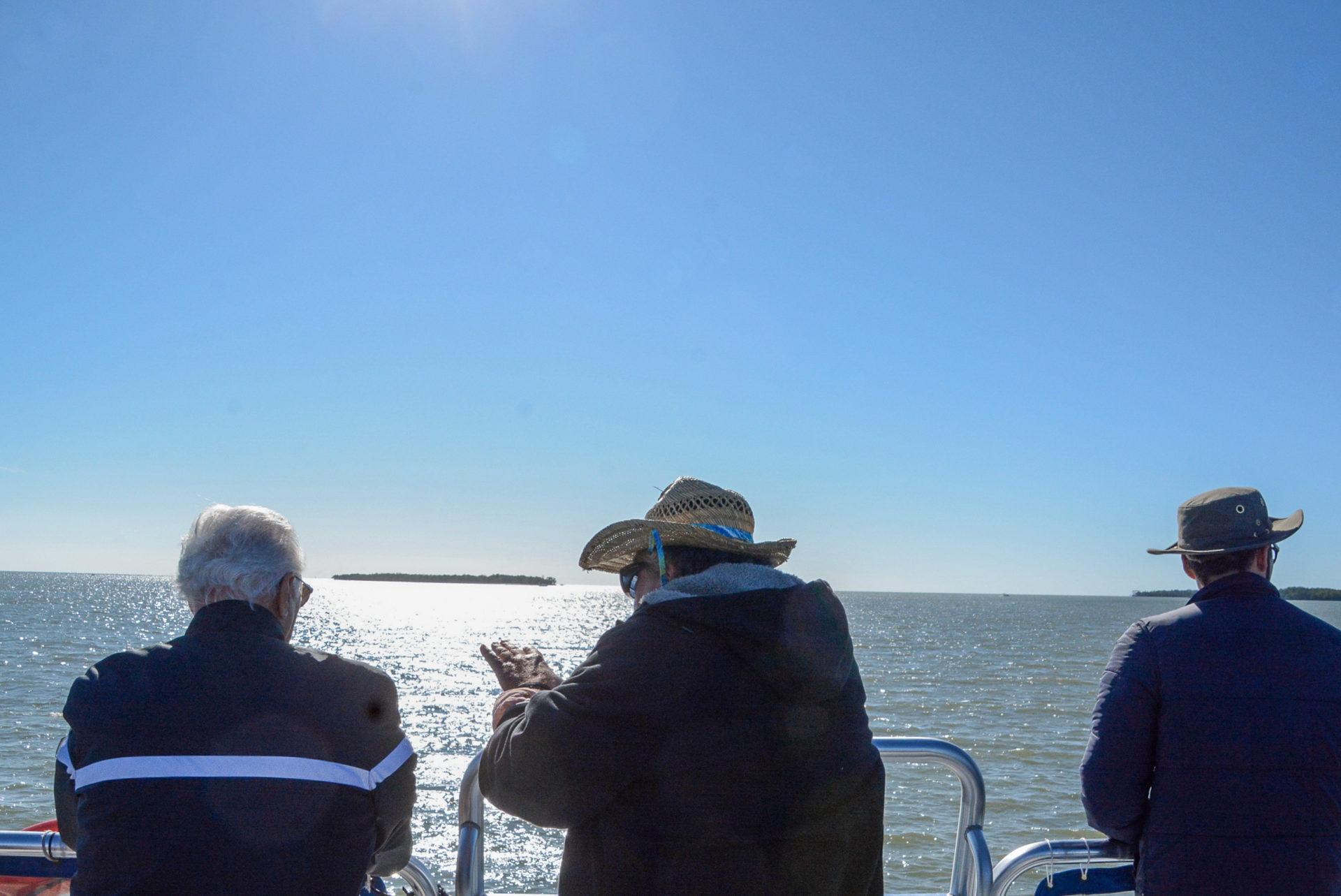 Passagiere auf einem Ausflugsboot in den Ten Thousand Islands in Florida