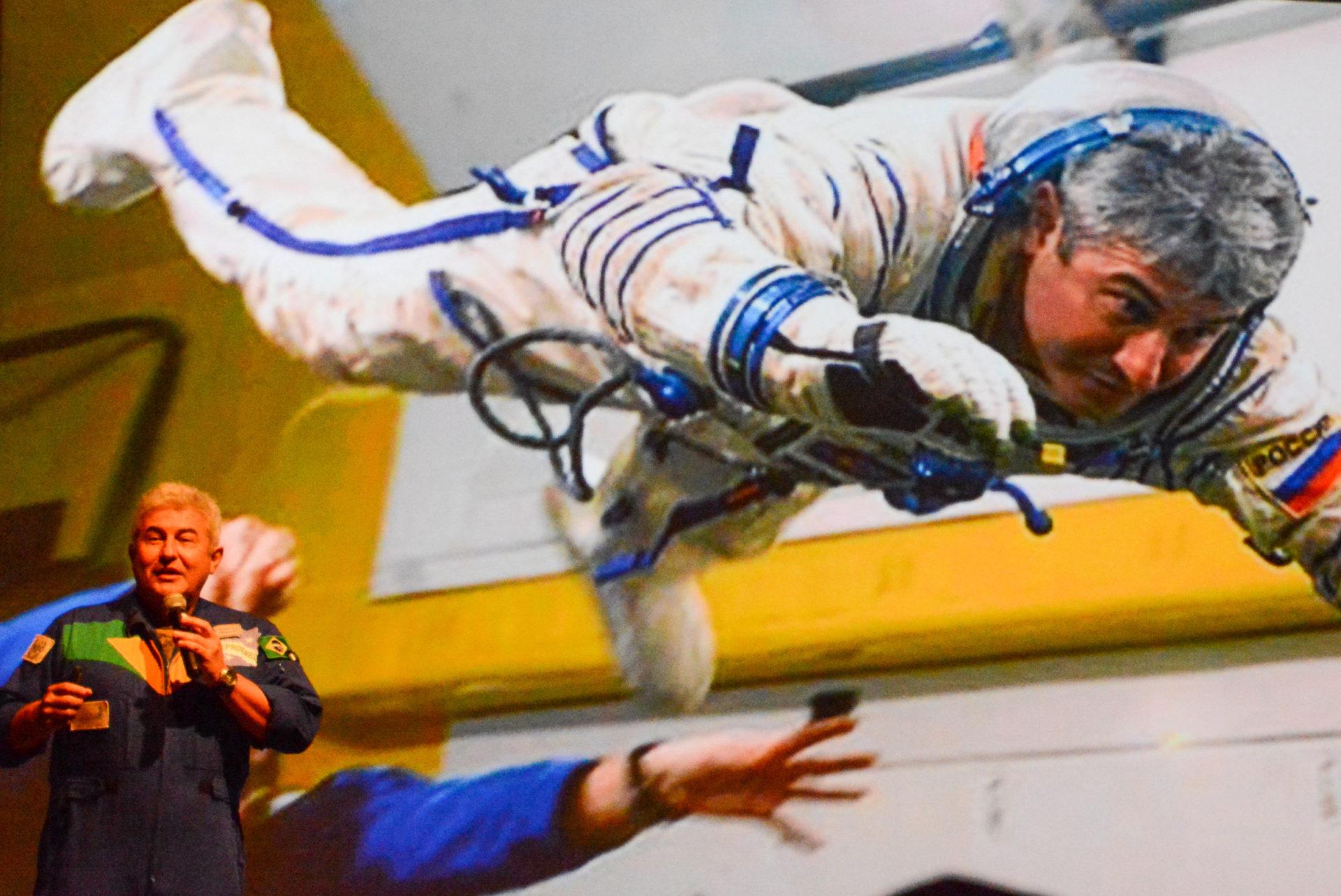 Schwebezustand: Astronaut beim Lunch in Florida