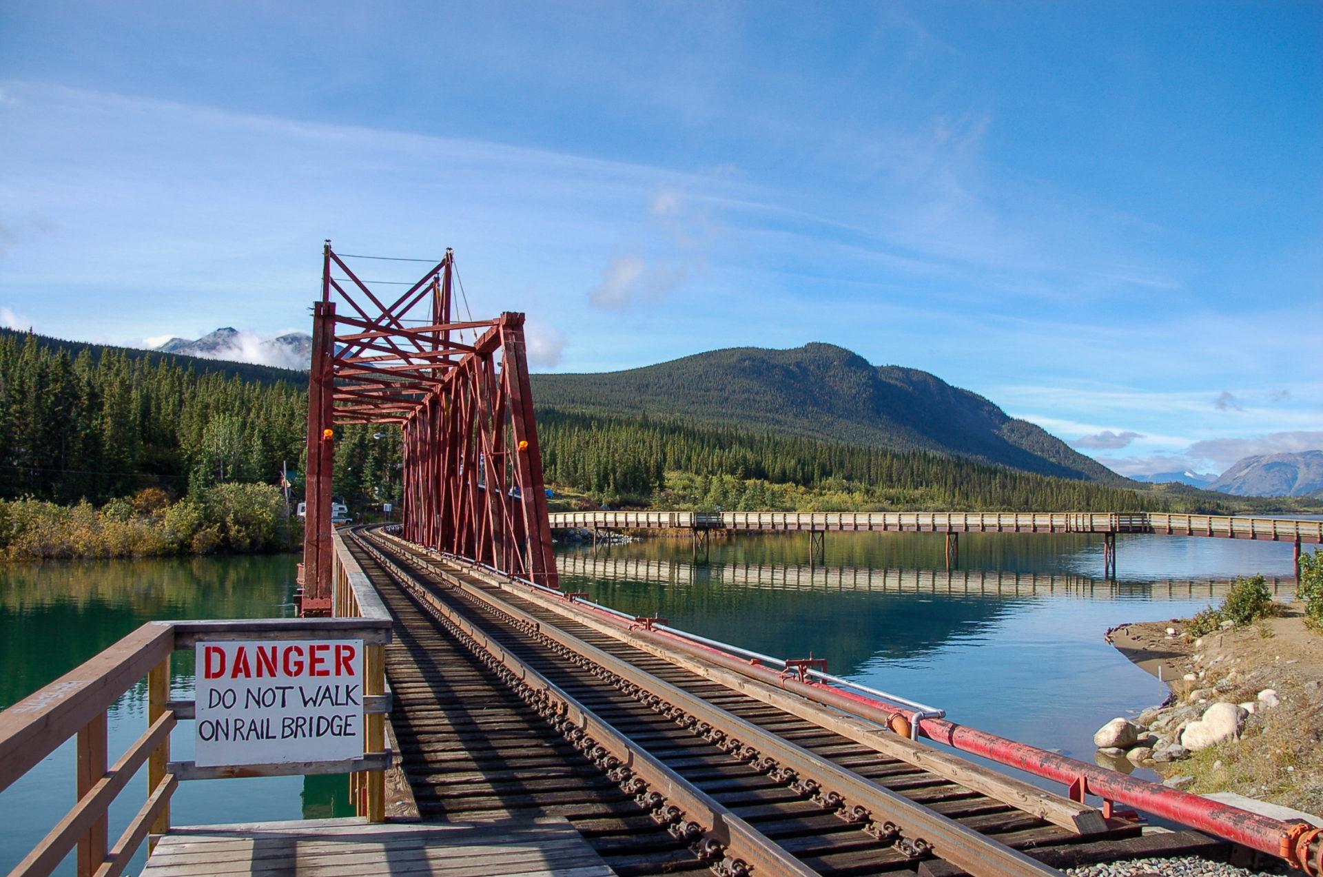 Eisenbahnbrücke in Carcross Desert mit Anschluss nach Alaska