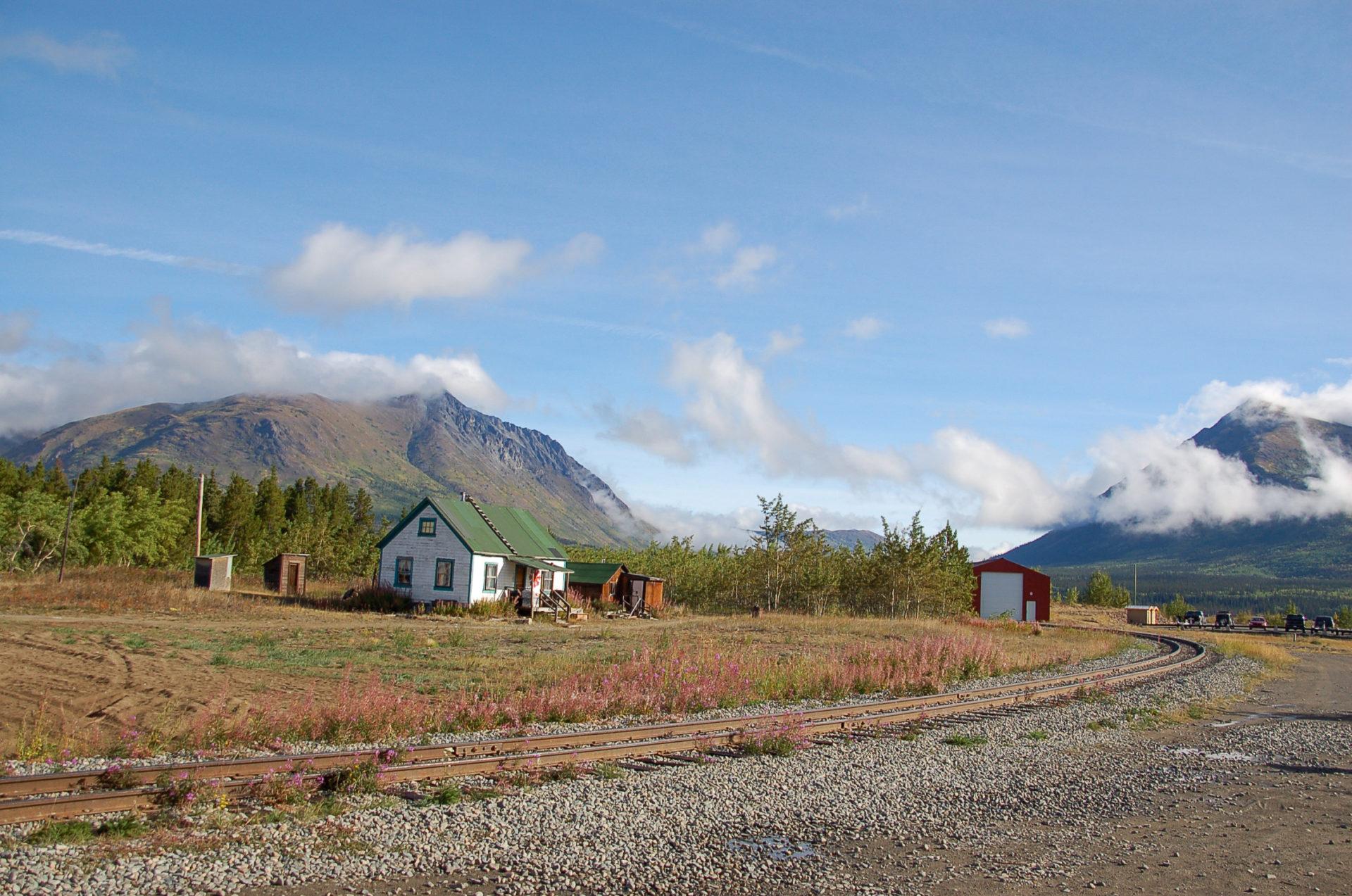 Eisenbahnlinie nach Alaska in der kleinsten Wüste der Welt