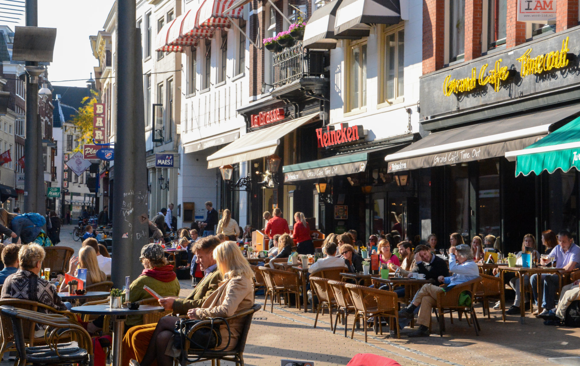 Die Poelestraat in Groningen mit Cafés