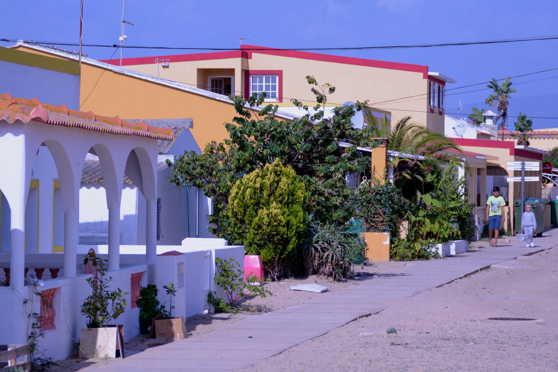 Die Hauptstraße auf der Ilha da Culatra