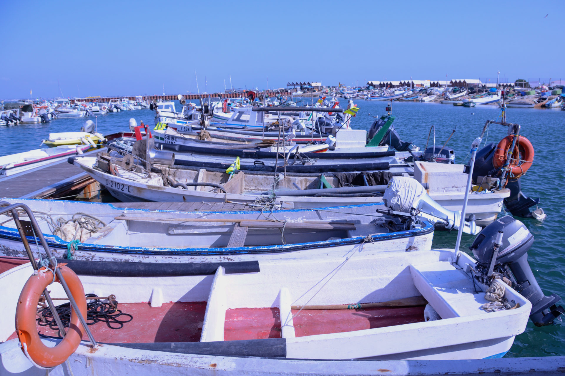 Boote im Hafen von Olhão in Portugal