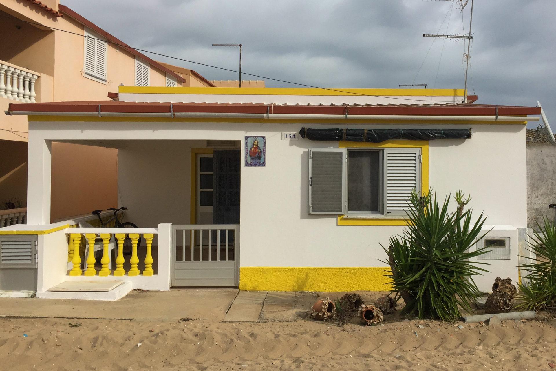 Wohnhaus mit Jesusbild in Portugal
