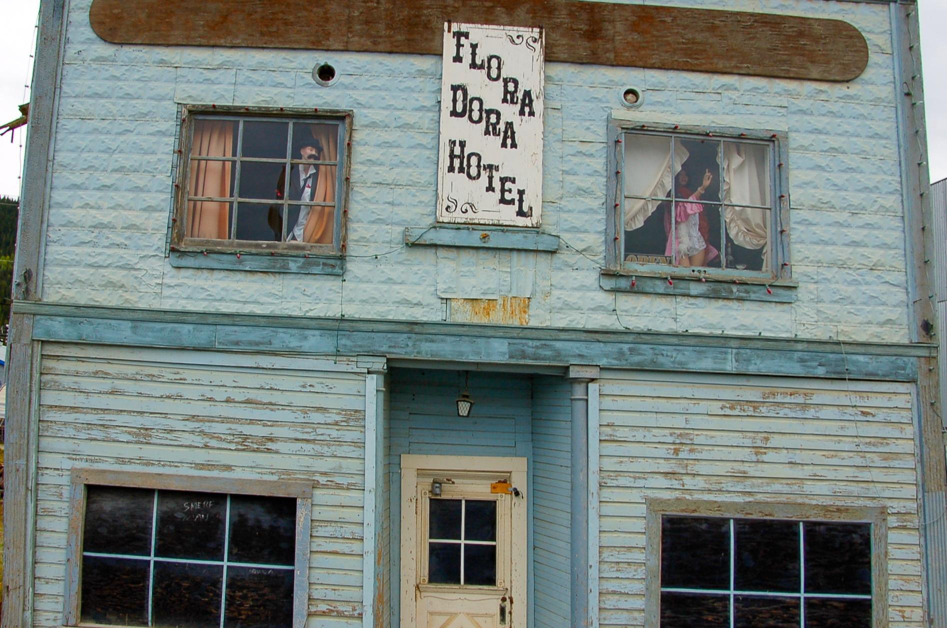 Stilisierte Spielerhütte in Dawson City im kanadischen Yukon