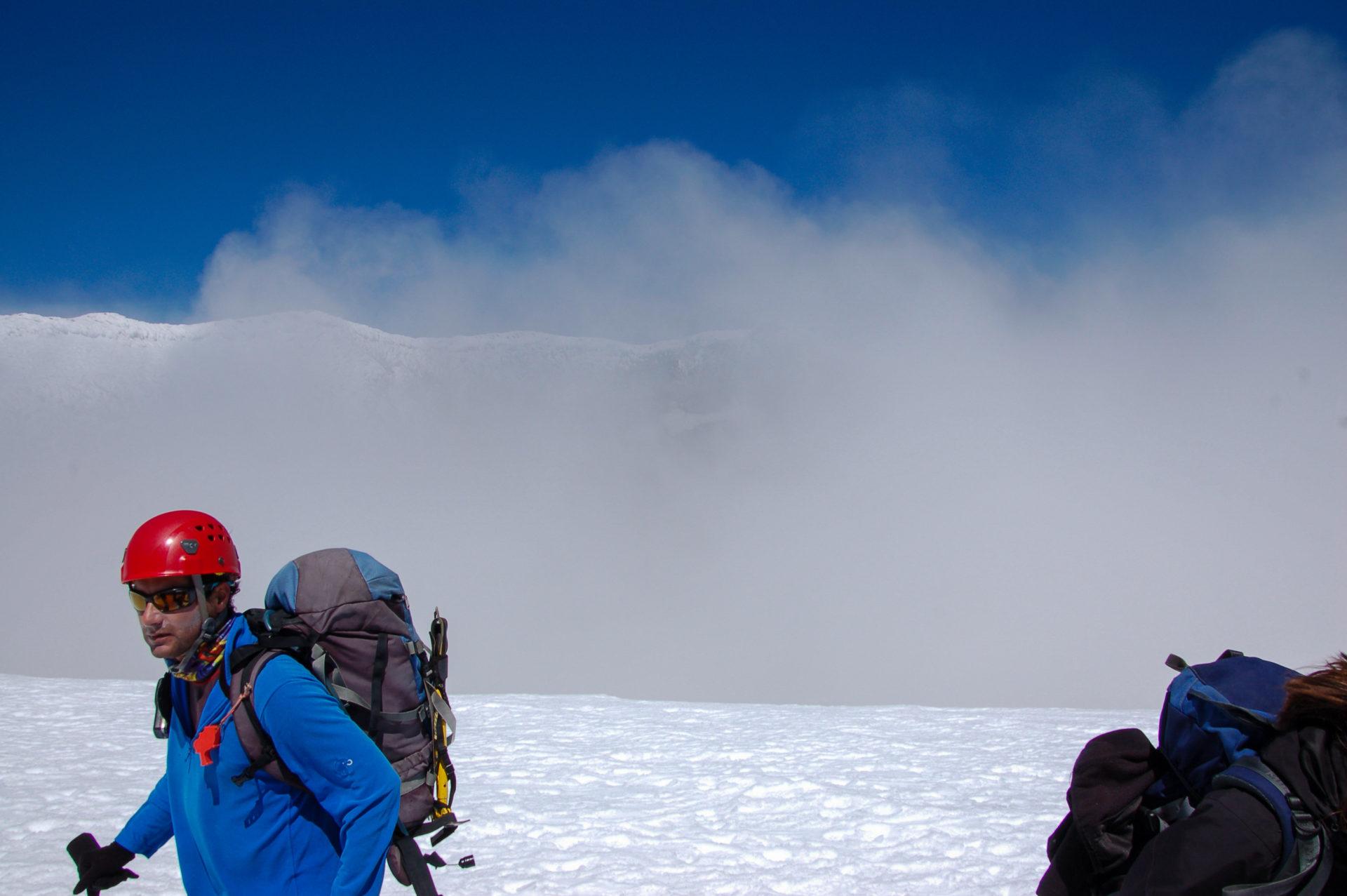 Gast an der Öffnung des Vulkans Villarrica in Patagonien
