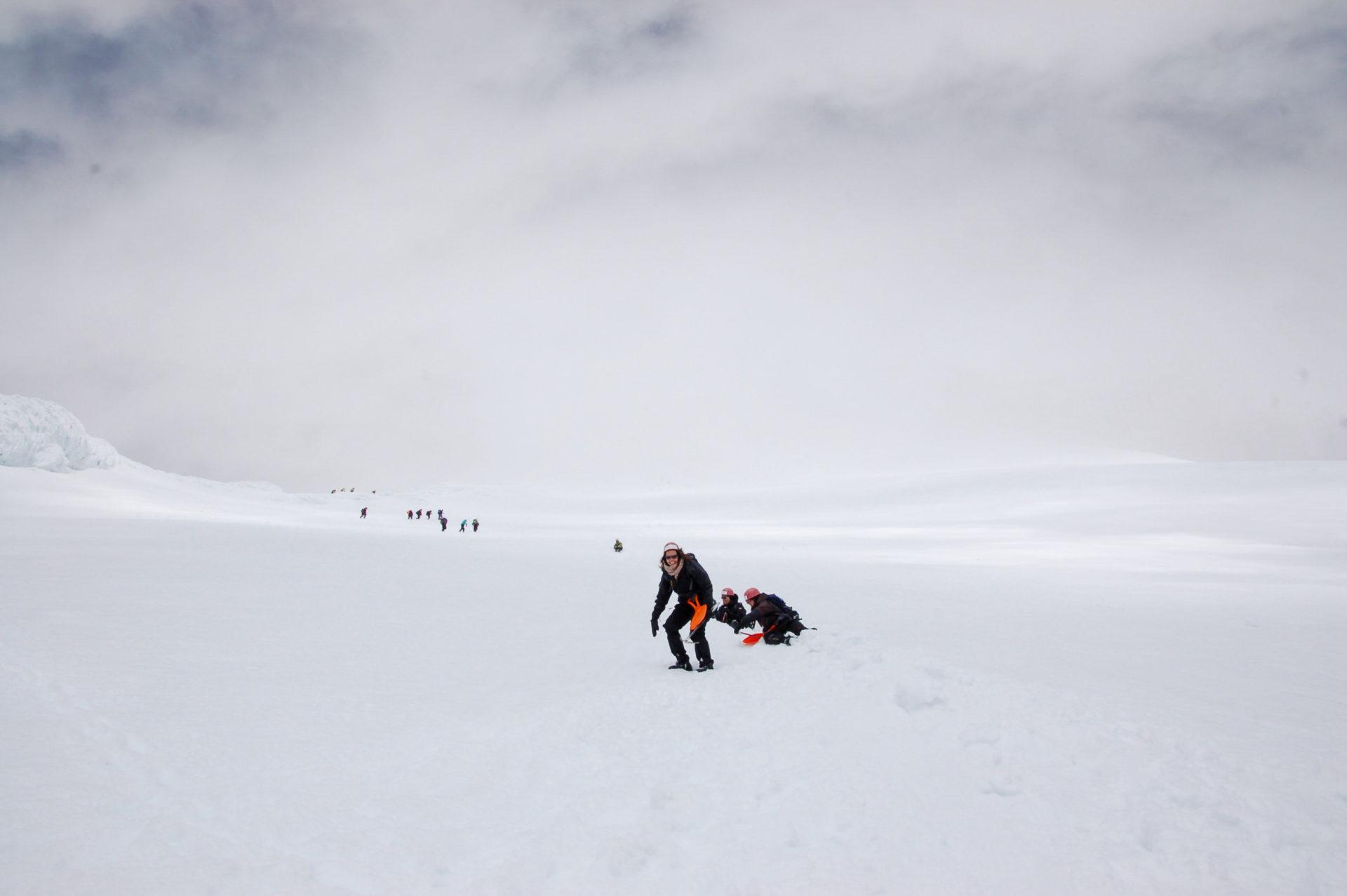 Schneeballschlacht auf den Flanken des Villaricca in Patagonien