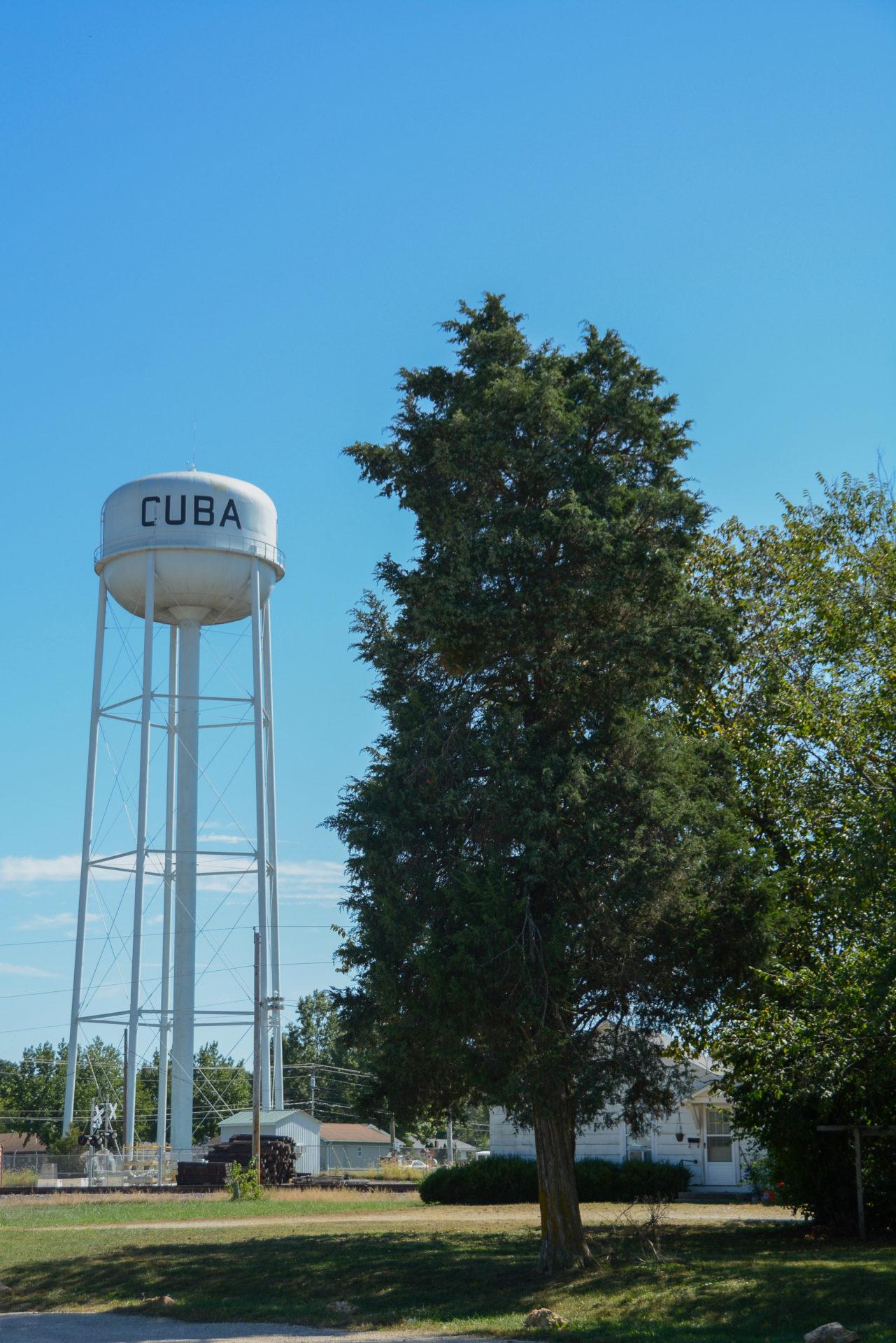 Wassertank mit Aufschrift Cuba in Missouri