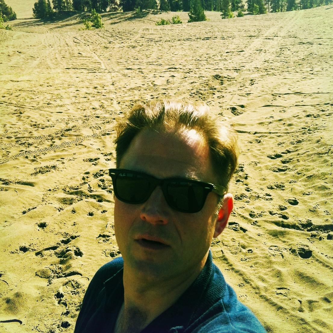 Autor Ralf Johnen in der kleinsten Wüste der Welt