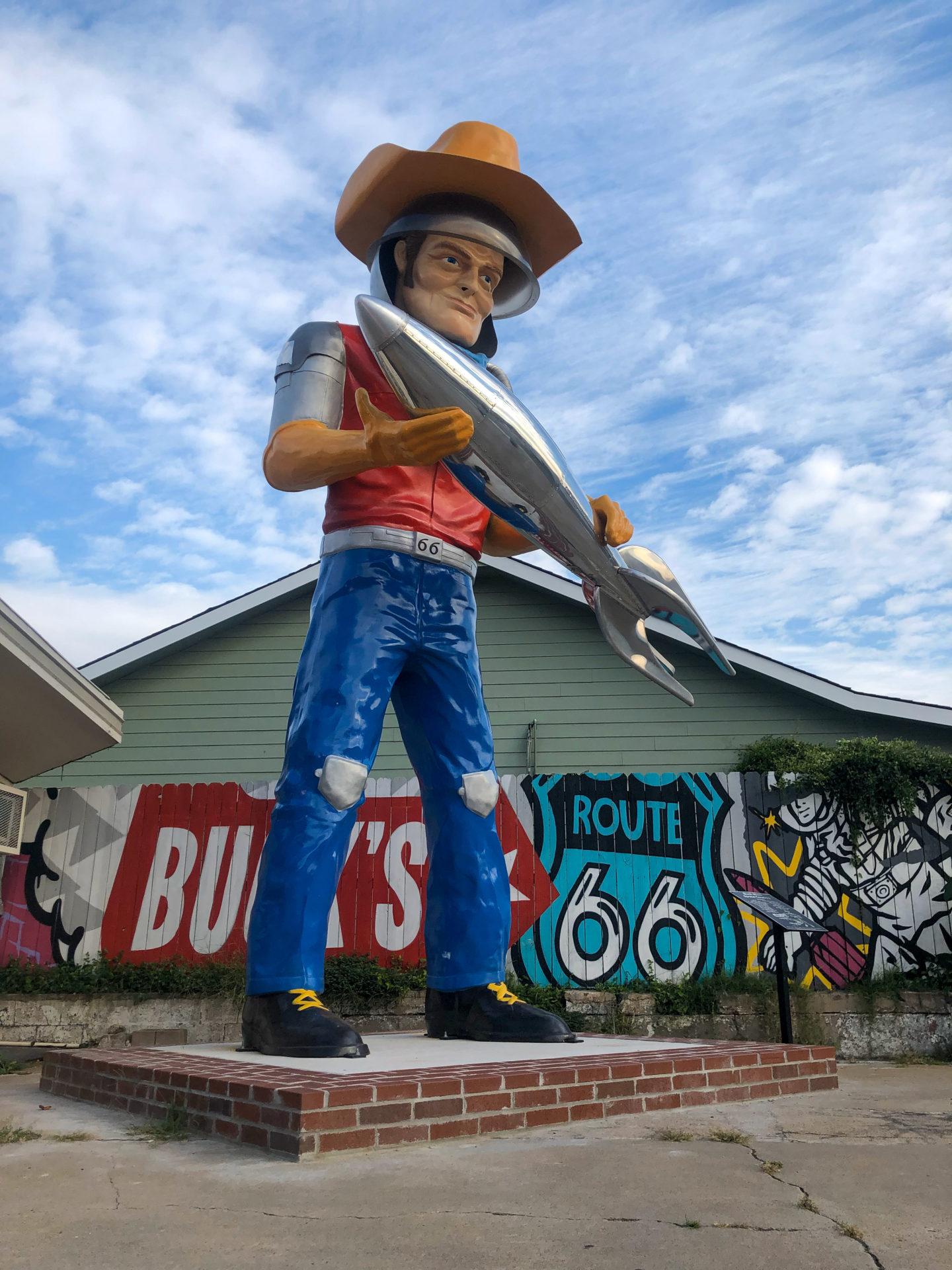 Der Atomic Cowboy an der Route 66 in Tulsa