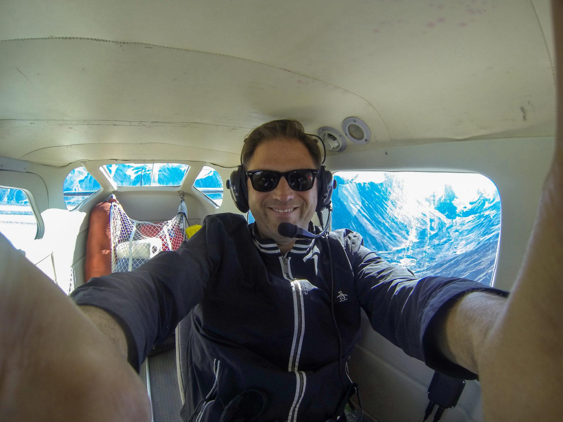 Autor Ralf Johnen an Bord einer Cessna in Kanada