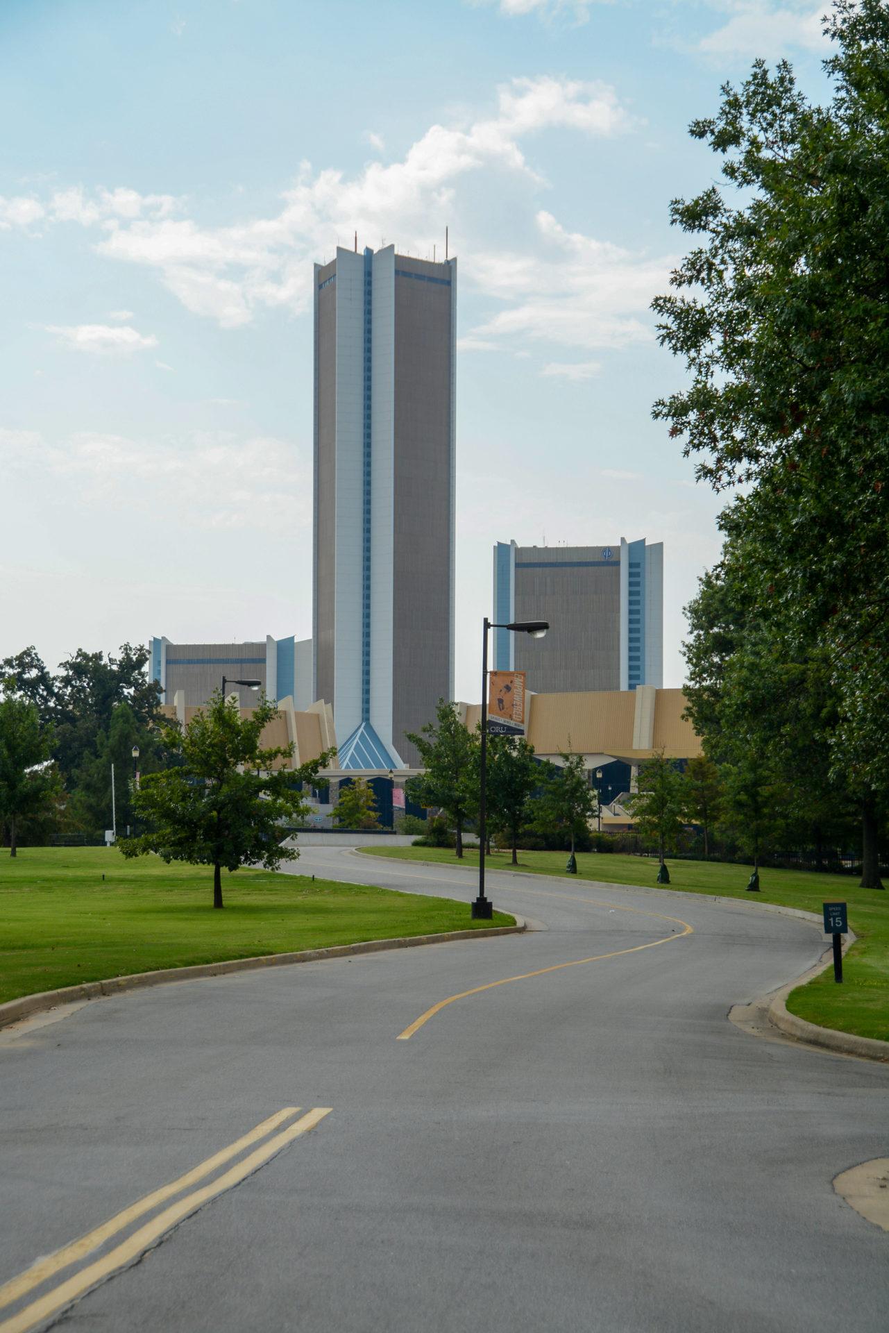 Menschenleerer Campus der religiösen Universität in Campus