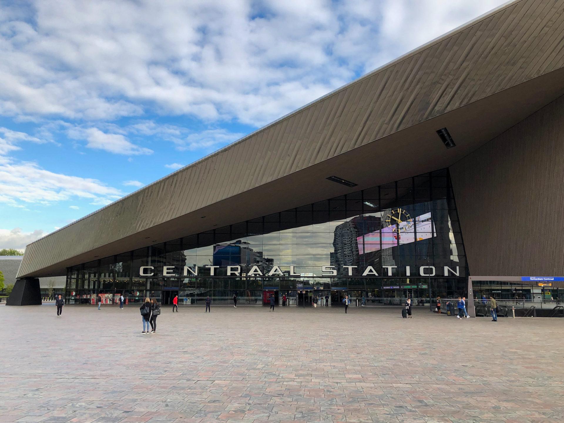 Der neue Bahnhof Centraal Station in Rotterdam