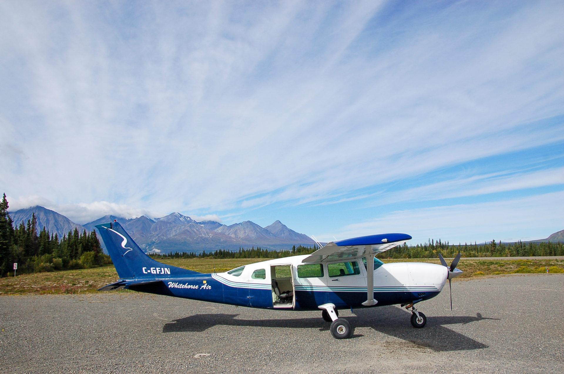 Sportflugzeug vor dem Rundflug über den Kluane National Park im Yukon