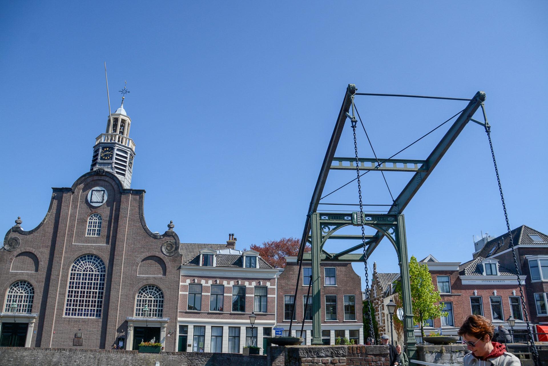 Der Delfshaven in Rotterdam mit Brücke und alten Häusern