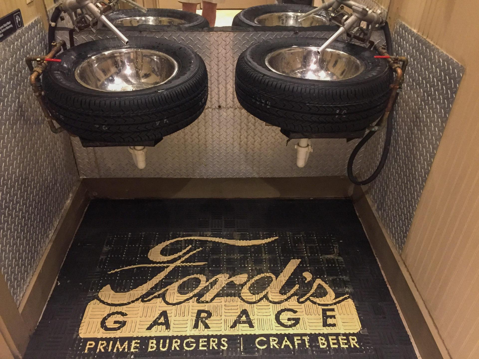 Waschbecken aus Autoreifen in Ford's Garage in Fort Myers in Florida