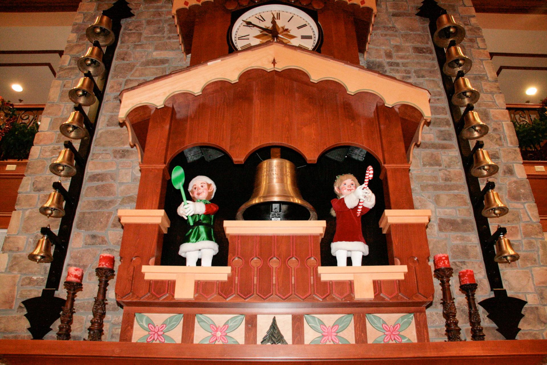 Glockenspiel in der Lobby des Weihnachtshotels in Pigeon Forge
