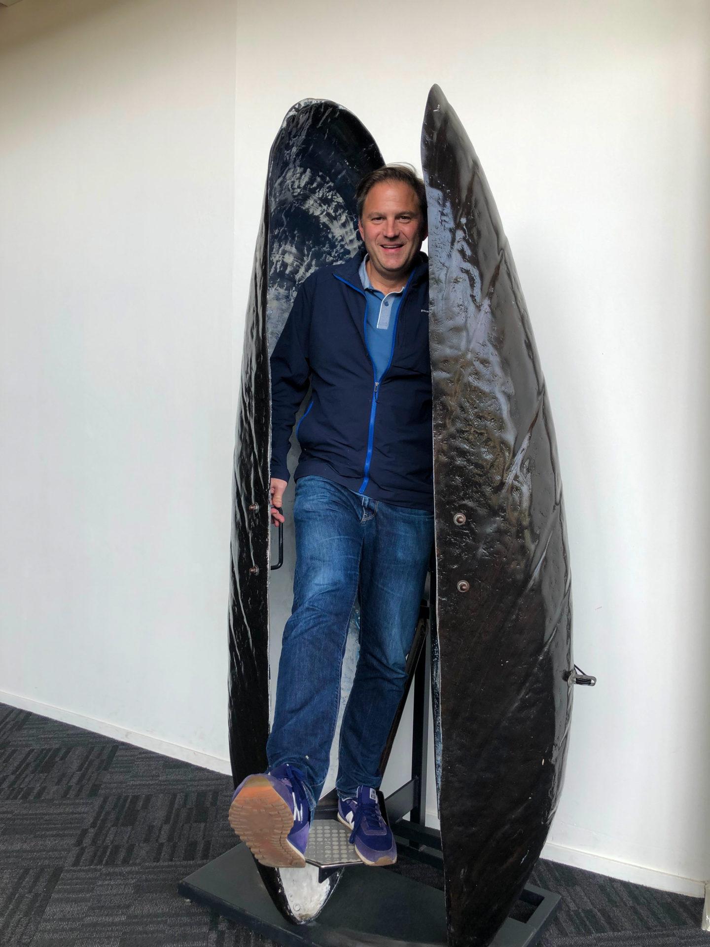 Autor Ralf Johnen in einer Riesenmuschel bei den Deltawerken
