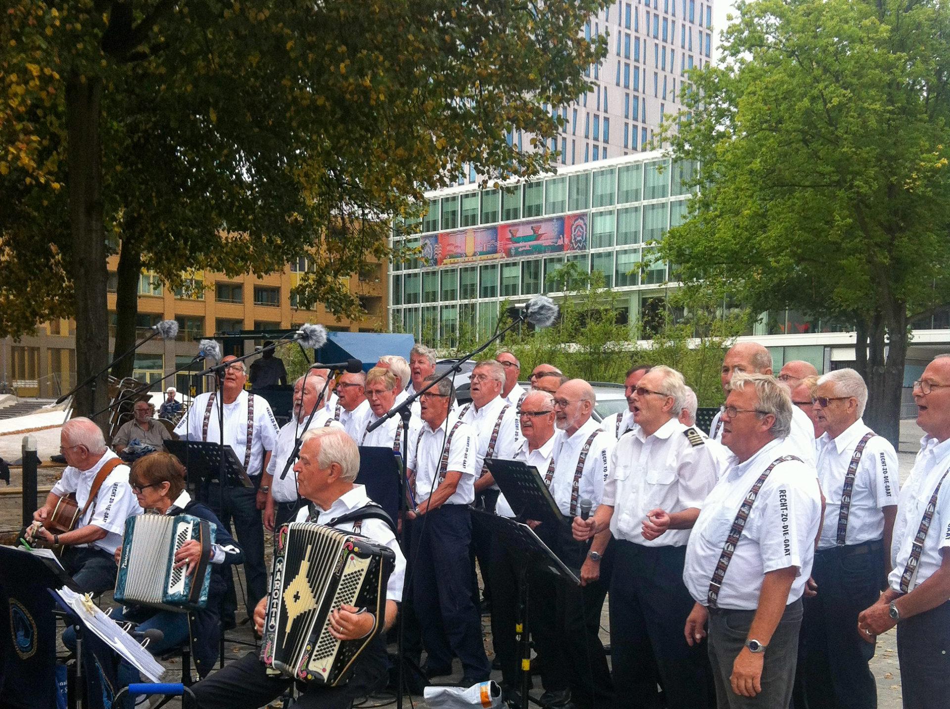 Das alter Rotterdam: ein Shanty-Chor bei den Welthafentagen