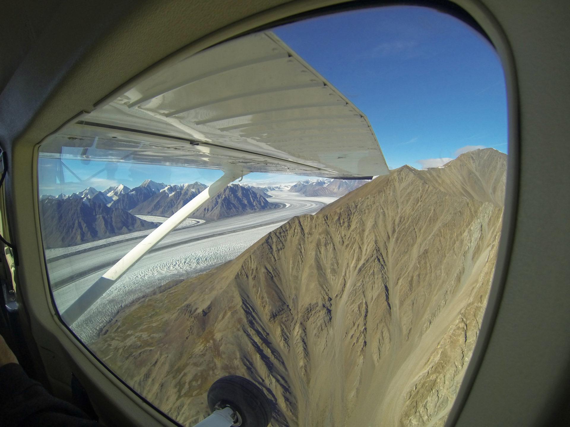 Gletscher und Berge beim Rundflug über den Mount Logan im kanadischen Yukon